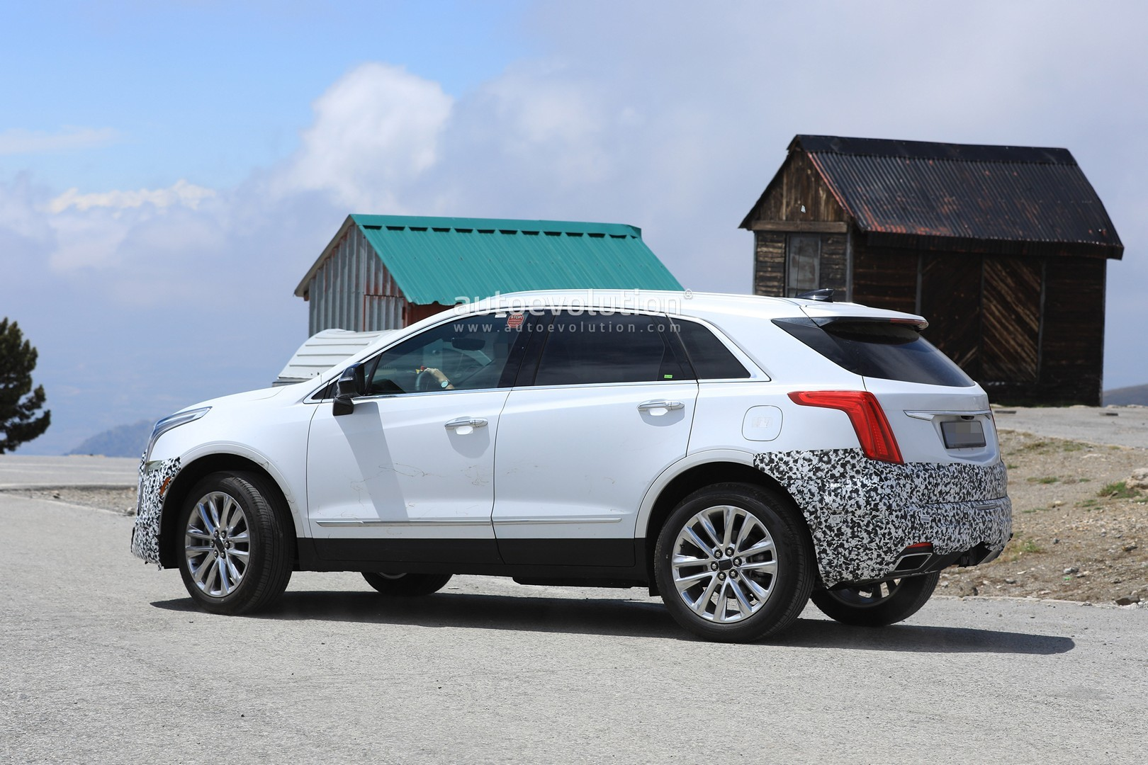 Cadillac Xt Facelift Prototype Spied In Europe on 2014 Cadillac Cts