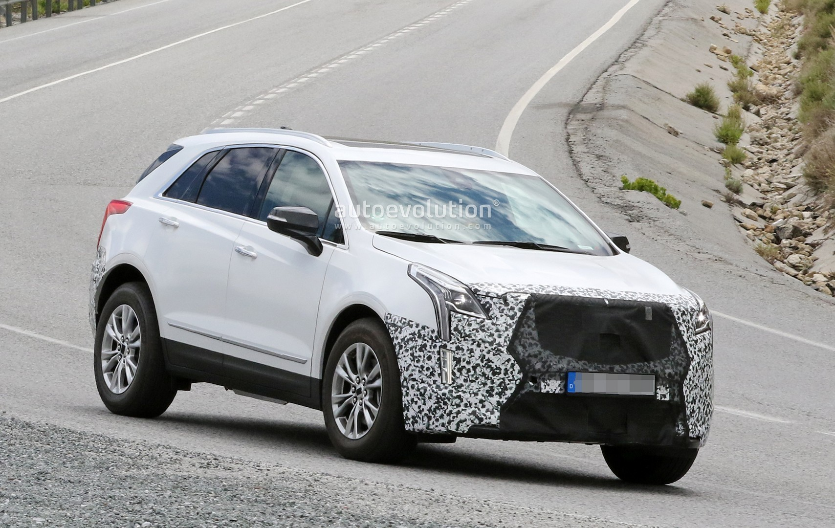 Spyshots: 2020 Cadillac XT5 Facelift Testing in Europe ...