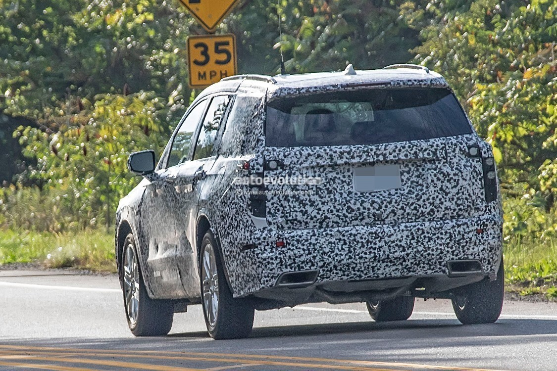 2019 - [Cadillac] XT6 2020-cadillac-xt6-spied-with-seating-for-seven-people_14