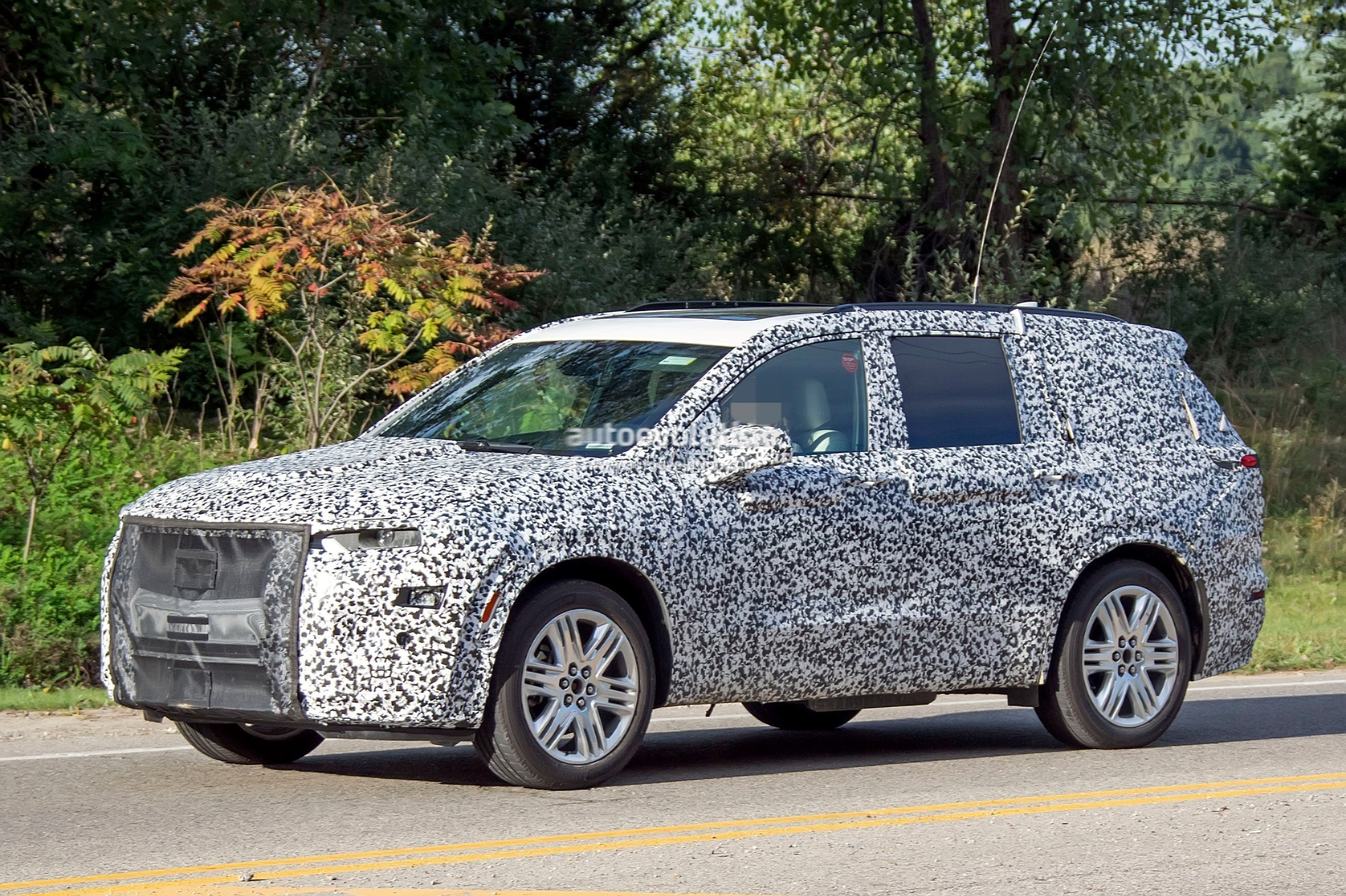 2019 - [Cadillac] XT6 2020-cadillac-xt6-spied-with-seating-for-seven-people_7