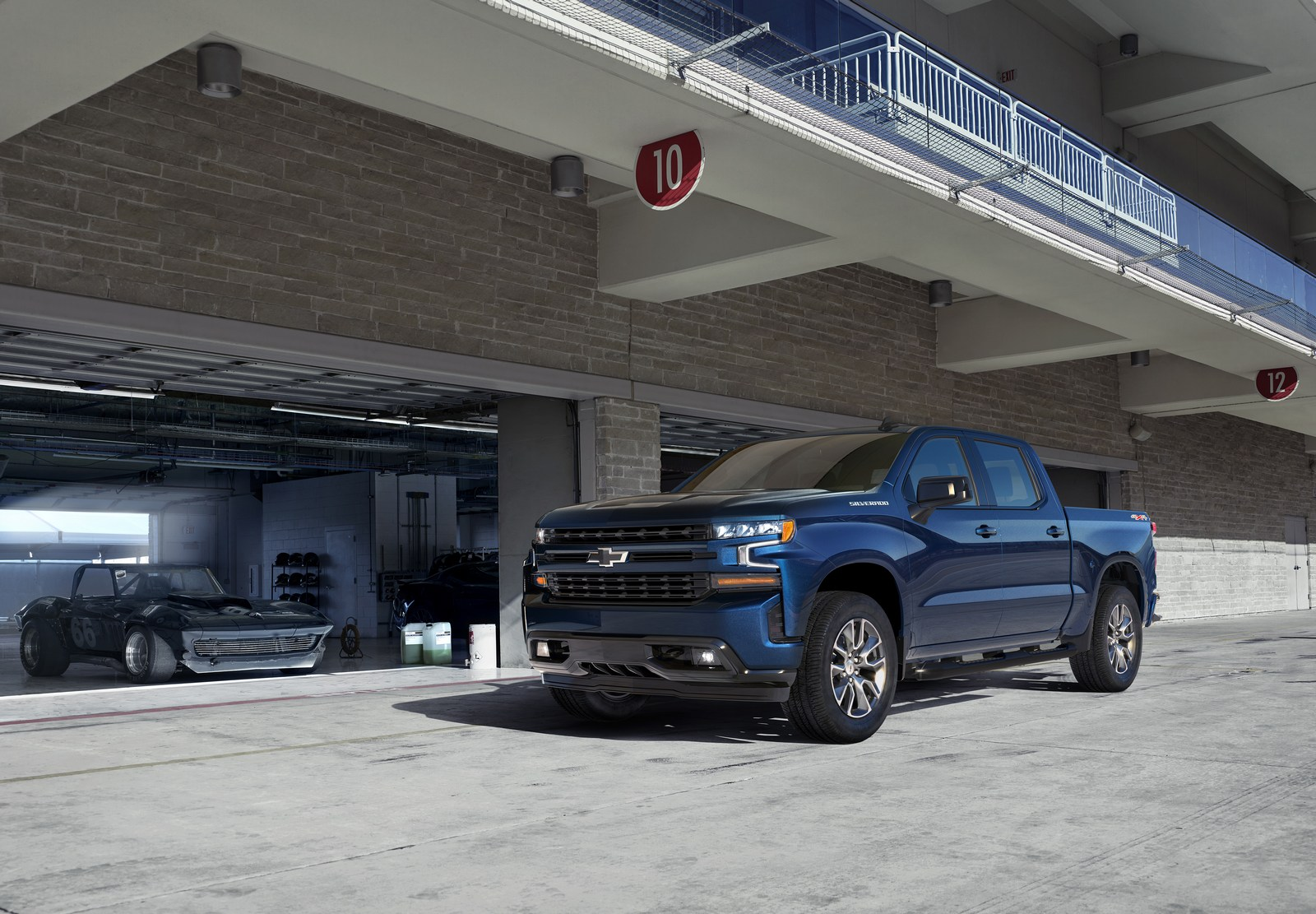 Chevrolet Silverado Hd Looks Massive In First Teaser Photo on 2015 chevy colorado extended cab interior