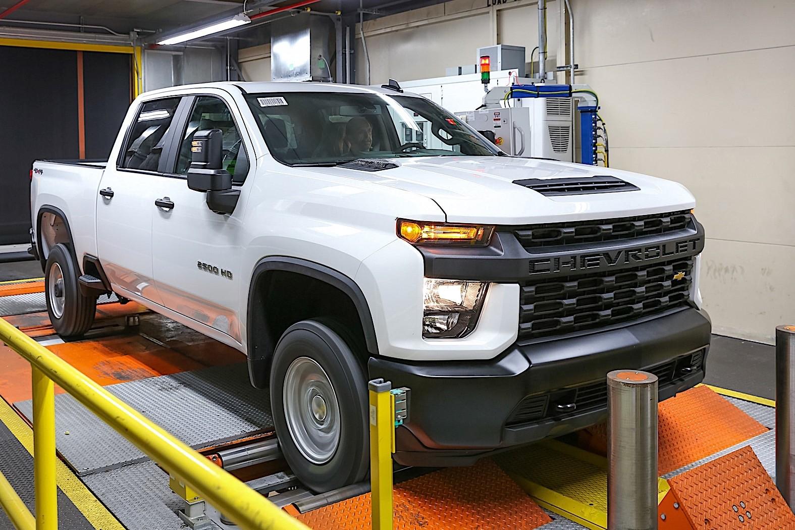 2020 Chevrolet Silverado Hd Shows Bad Boy Style In New Gallery