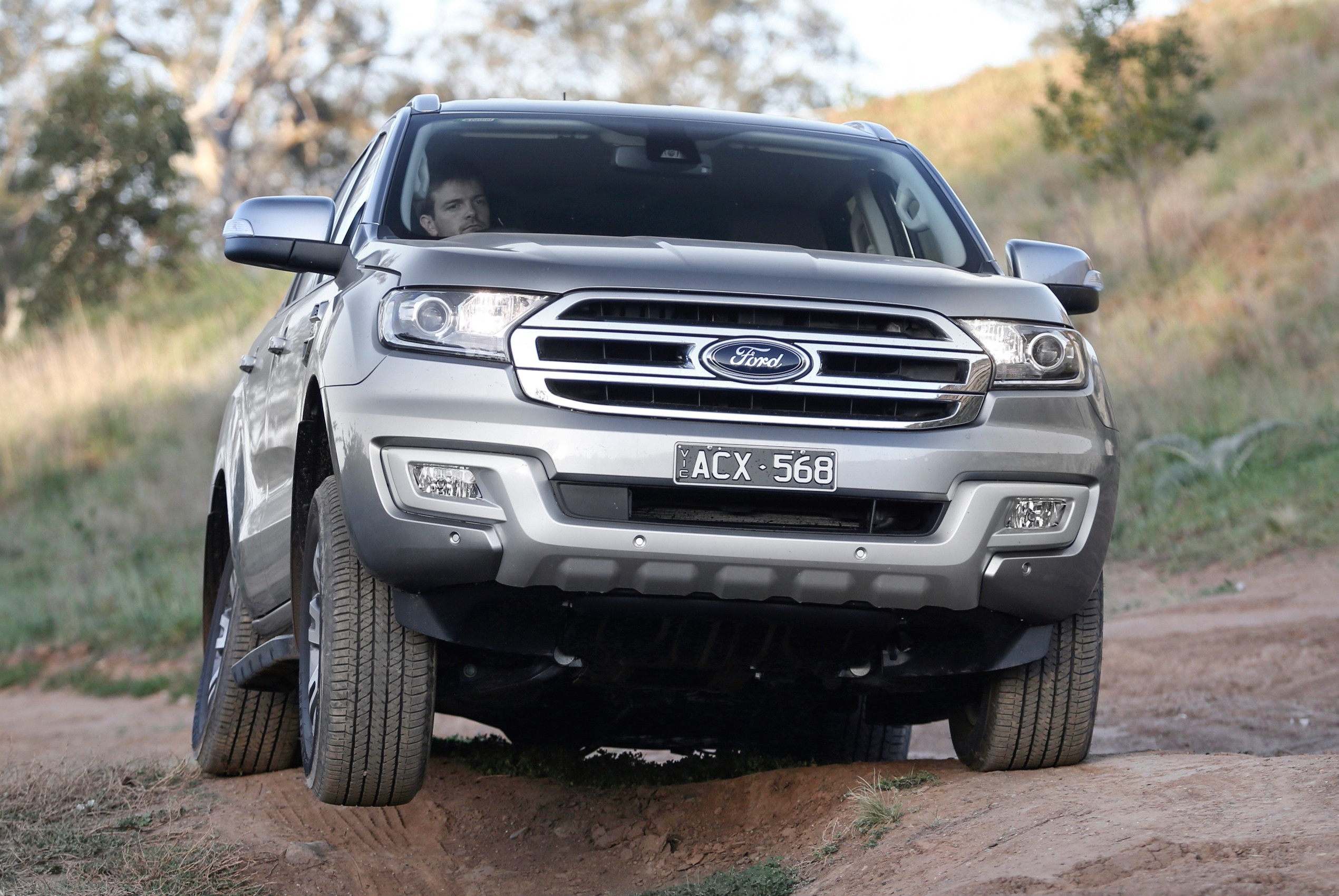 Ford Bronco Spy Shots >> 2020 Ford Bronco Test Mule Spied Flaunting Everest Body Shell - autoevolution