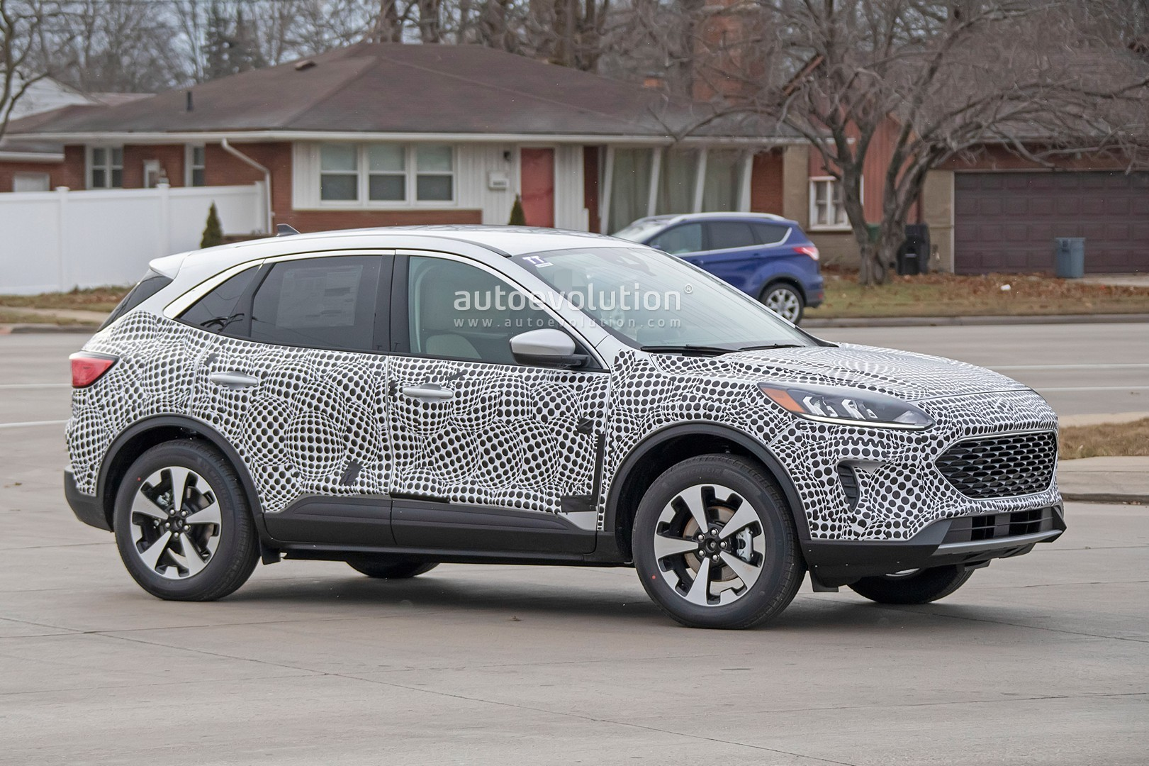 2020-ford-escape-kuga-spied-with-product