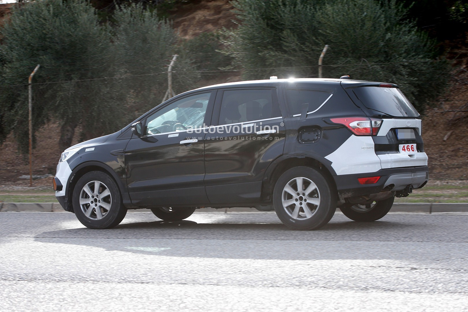 2018 - [Ford] Kuga III 2020-ford-escape-kuga-suv-prototype-spied-for-the-first-time_5