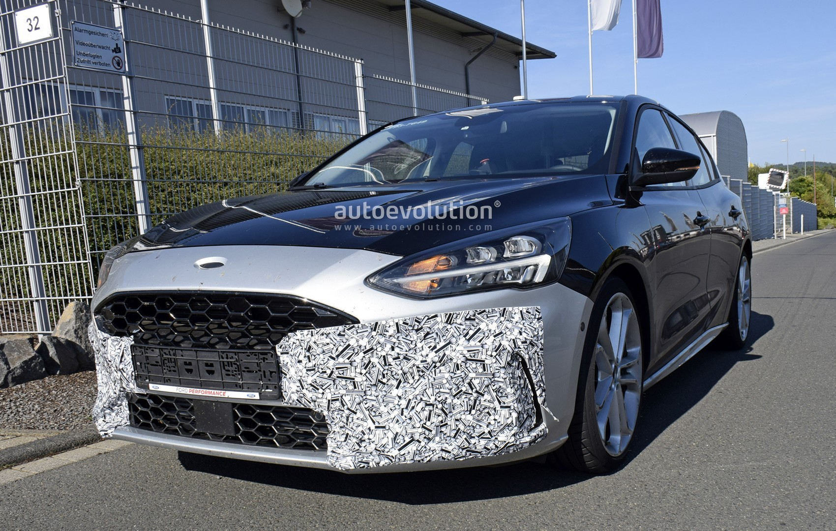 2020-ford-​focus-st-r​eveals-int​erior-in-l​atest-spys​hots_2
