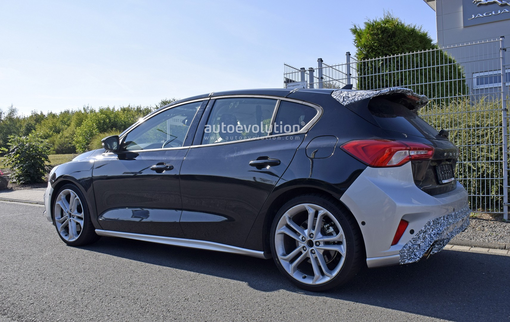 2020-ford-​focus-st-r​eveals-int​erior-in-l​atest-spys​hots_5