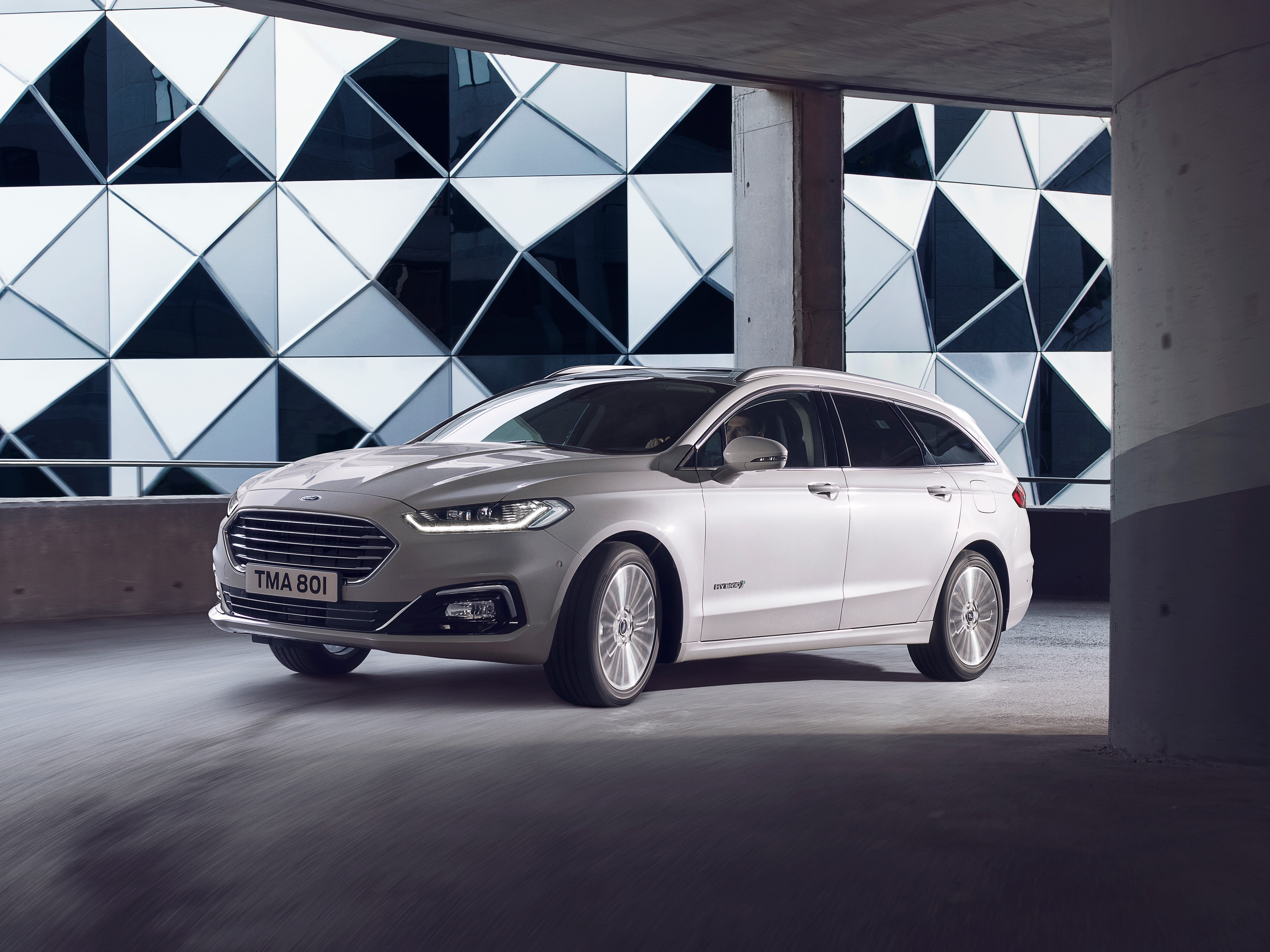 Facelifted Mondeo includes hybrid estate and new diesel tech