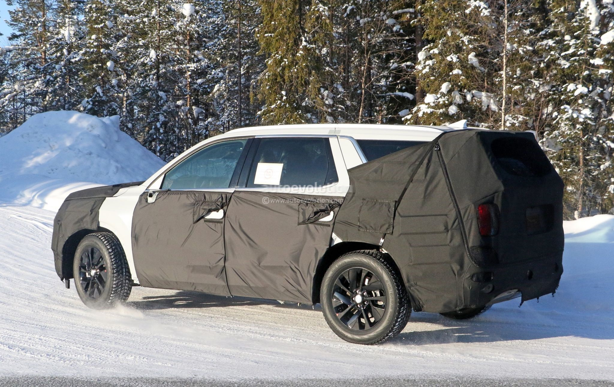 2020 hyundai eight-seat large suv spied benchmarking against volvo xc90