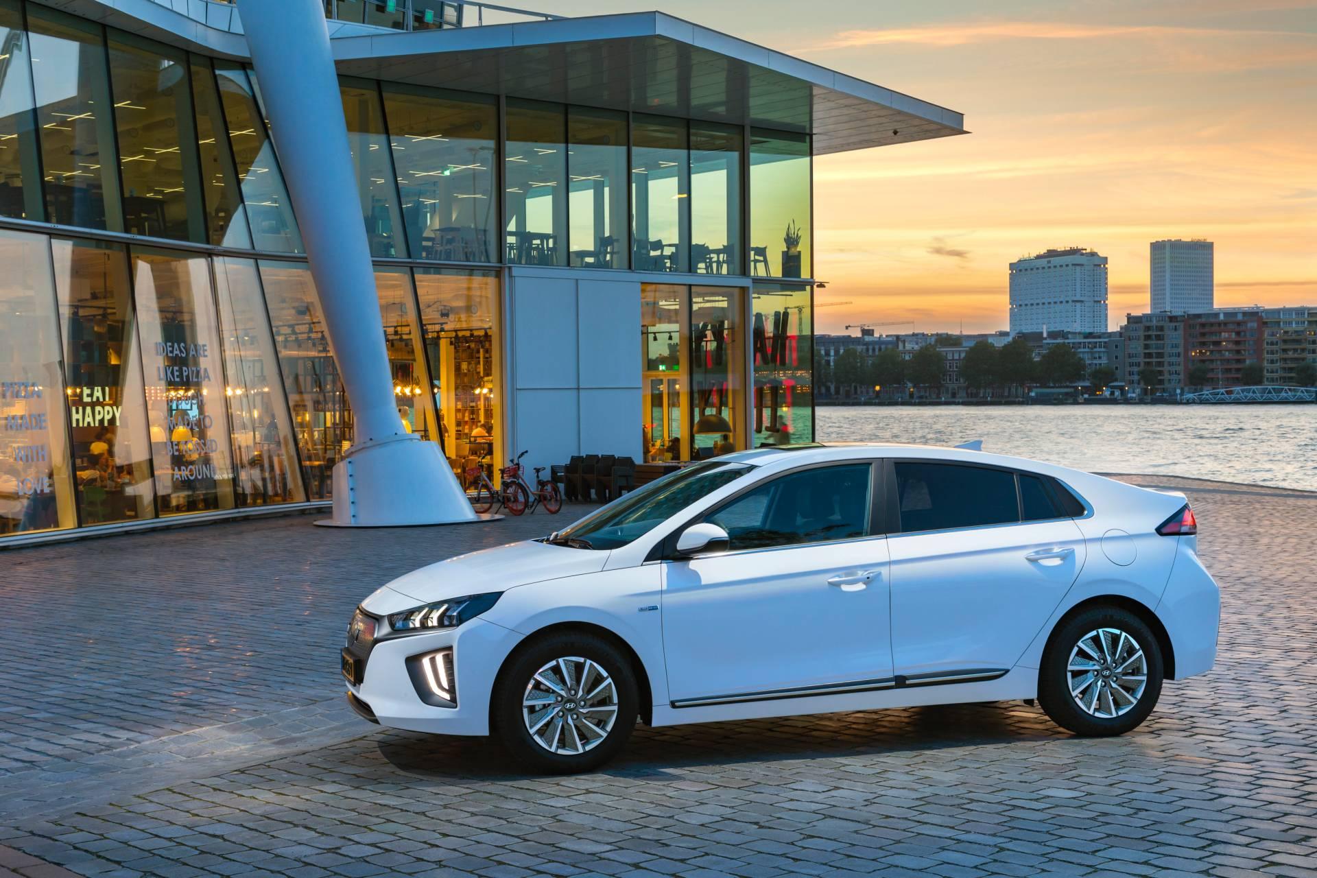 Mitsubishi Loses 1,400 Cars in Shipping Accident - autoevolution