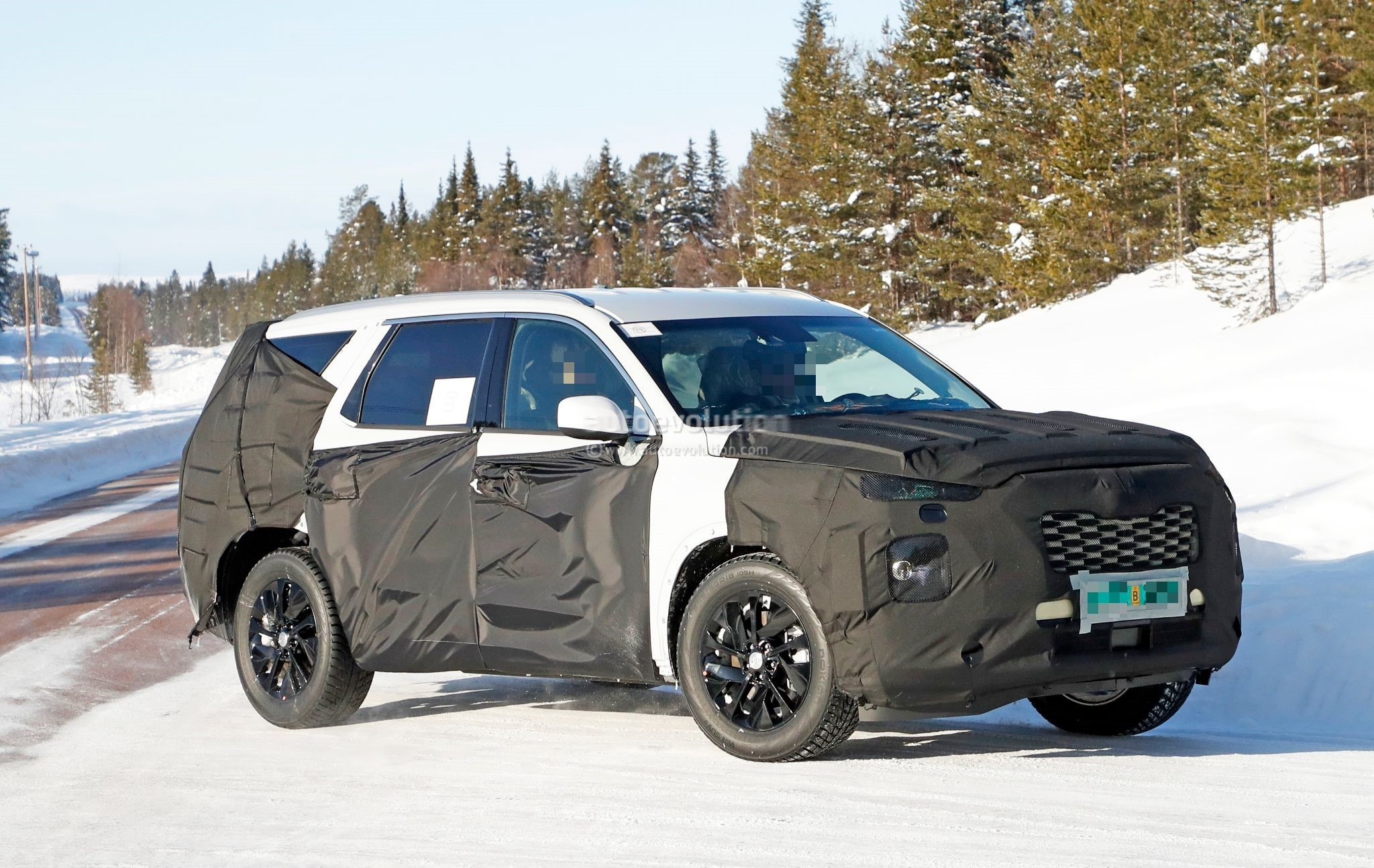 2020 hyundai large suv spied testing in the snow could be. Black Bedroom Furniture Sets. Home Design Ideas