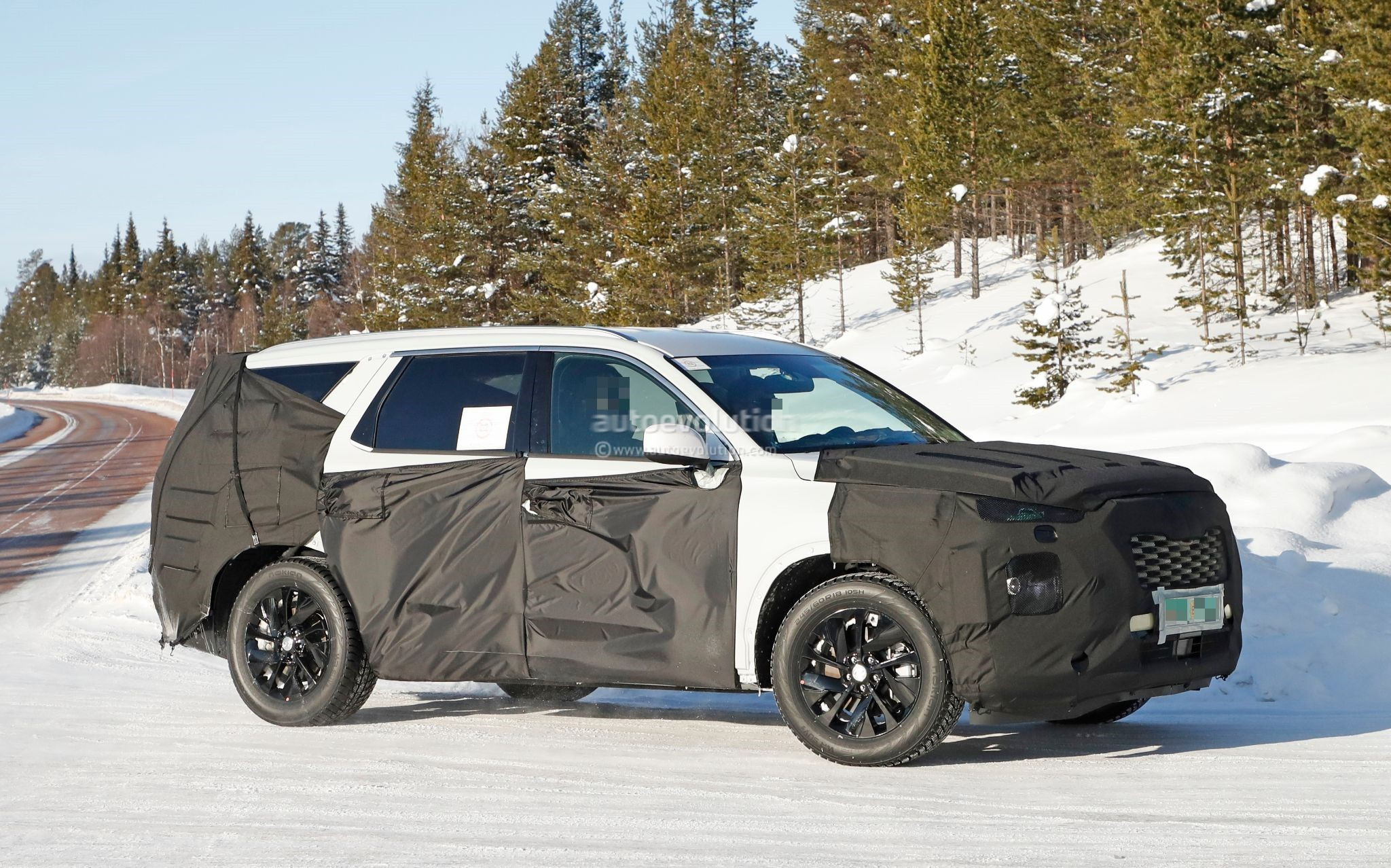 2020 hyundai large suv spied testing in the snow could be called palisade autoevolution. Black Bedroom Furniture Sets. Home Design Ideas