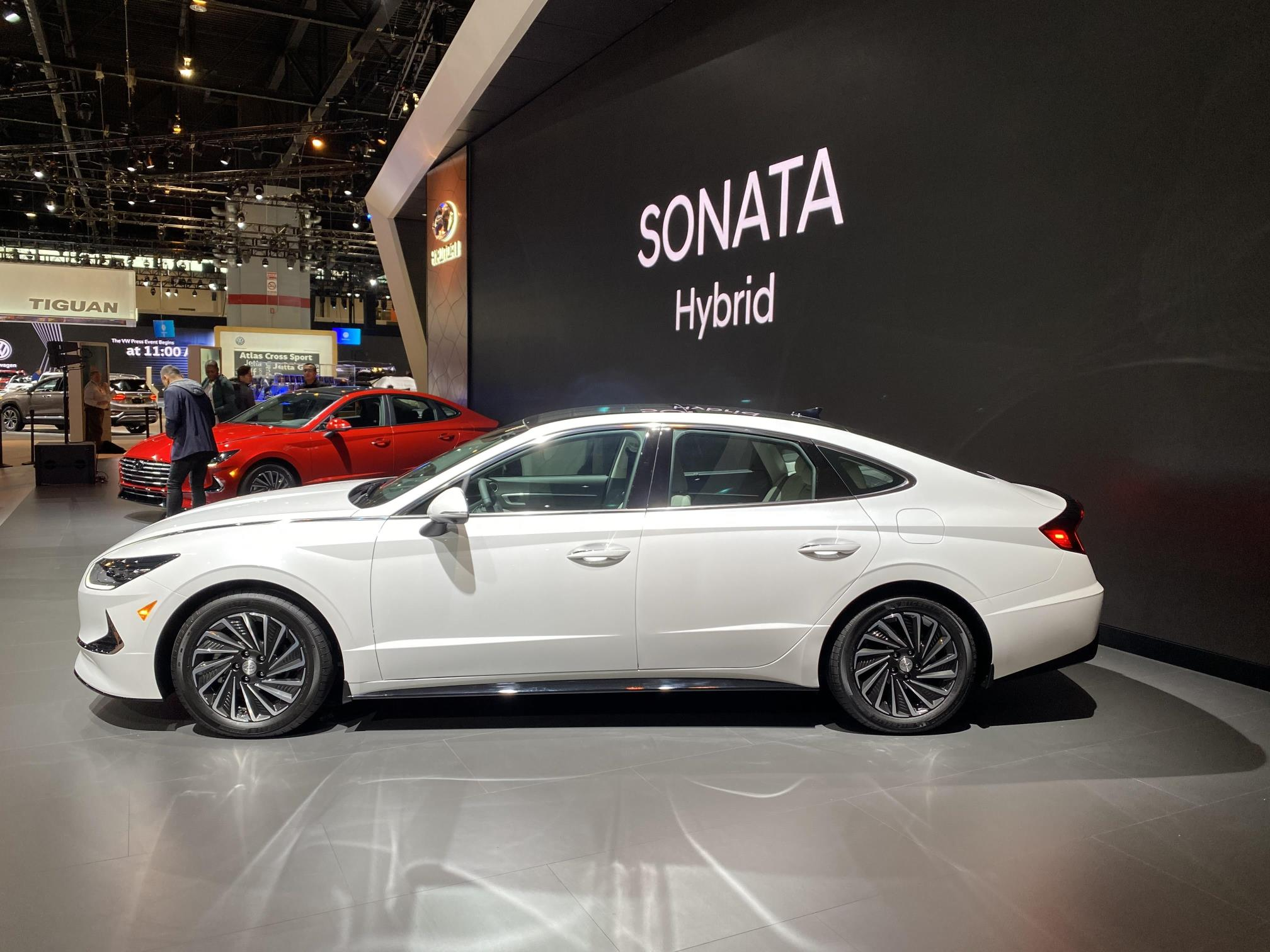 2020 Hyundai Sonata Hybrid Returns 52 MPG, Has Ugly Wheels ...