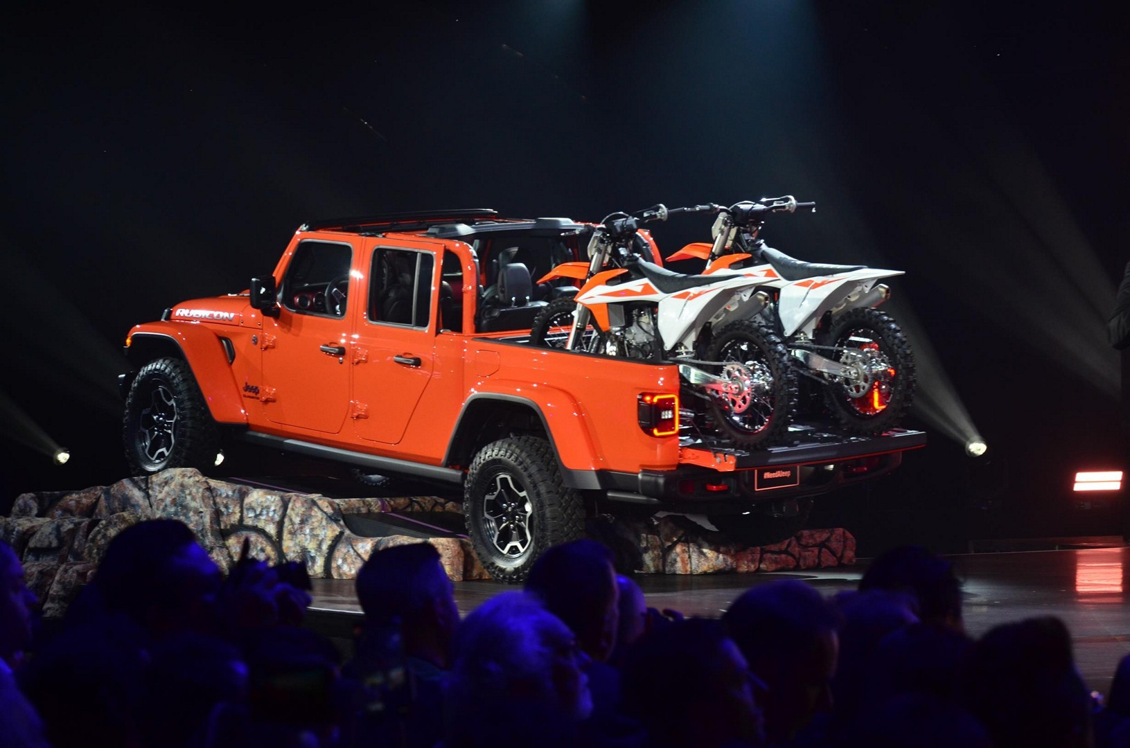 Jeep Wrangler Seats >> 2020 Jeep Gladiator Looks Impressive at the LA Auto Show - autoevolution
