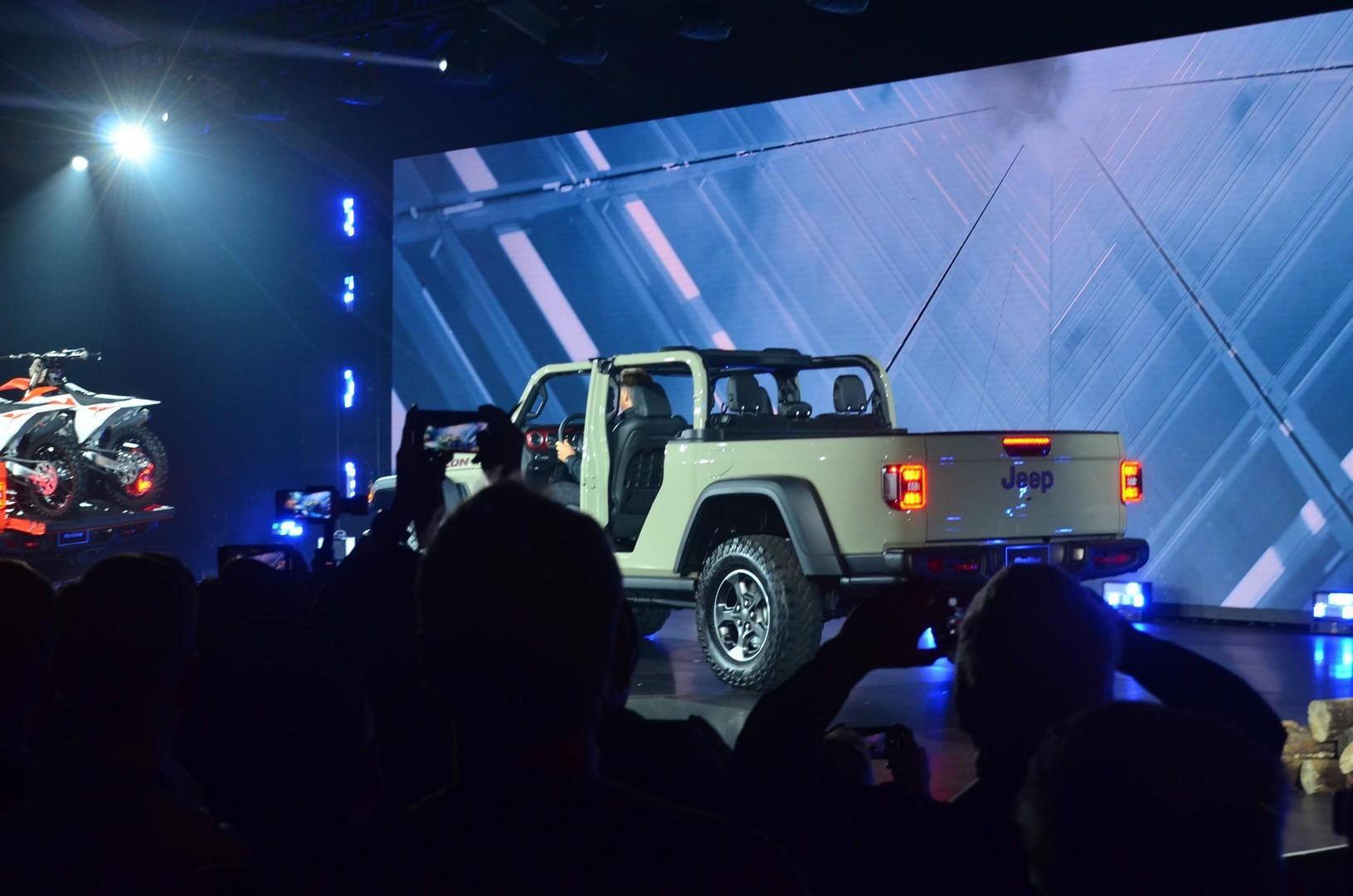 2020 Jeep Gladiator Looks Impressive at the LA Auto Show ...