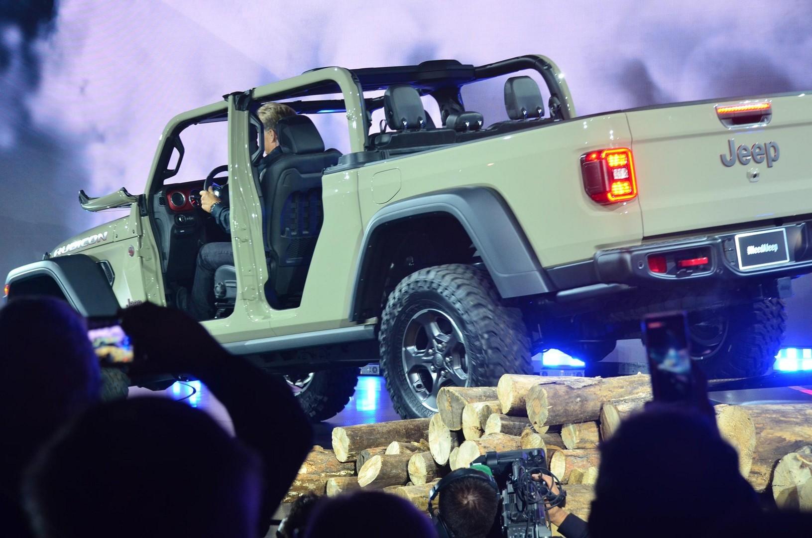 2020 Jeep Gladiator Looks Impressive at the LA Auto Show ...