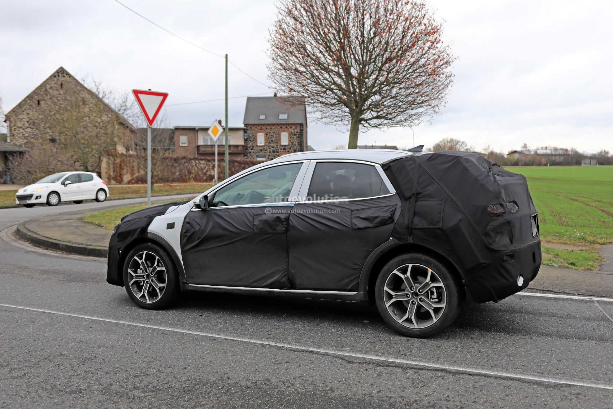 2020 Kia Ceed-based Crossover Spied Testing In Germany ...
