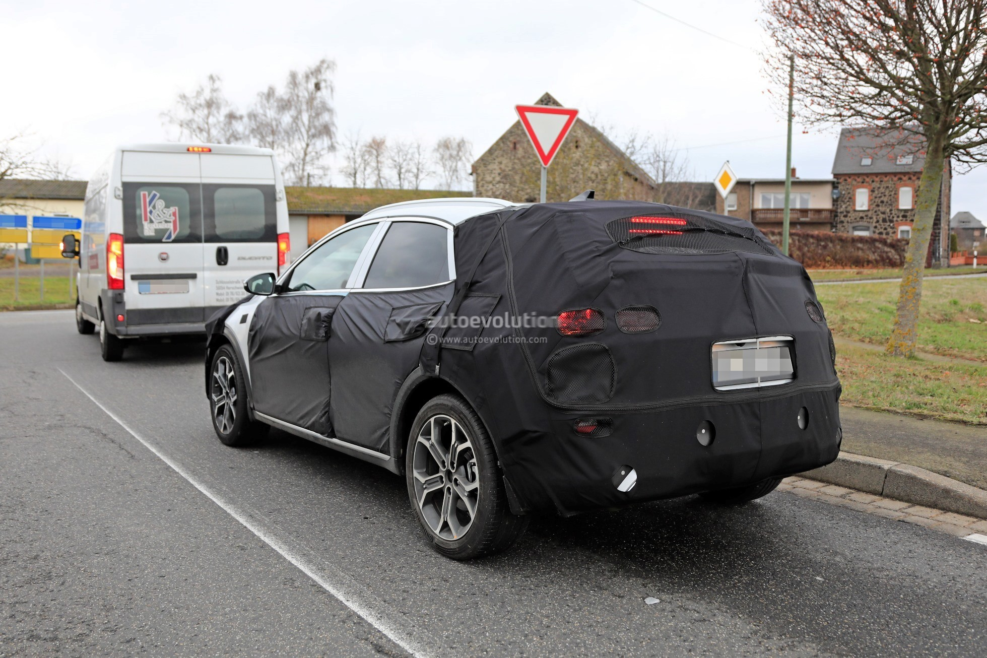 2020 Kia Ceed-based Crossover Spied Testing In Germany - autoevolution