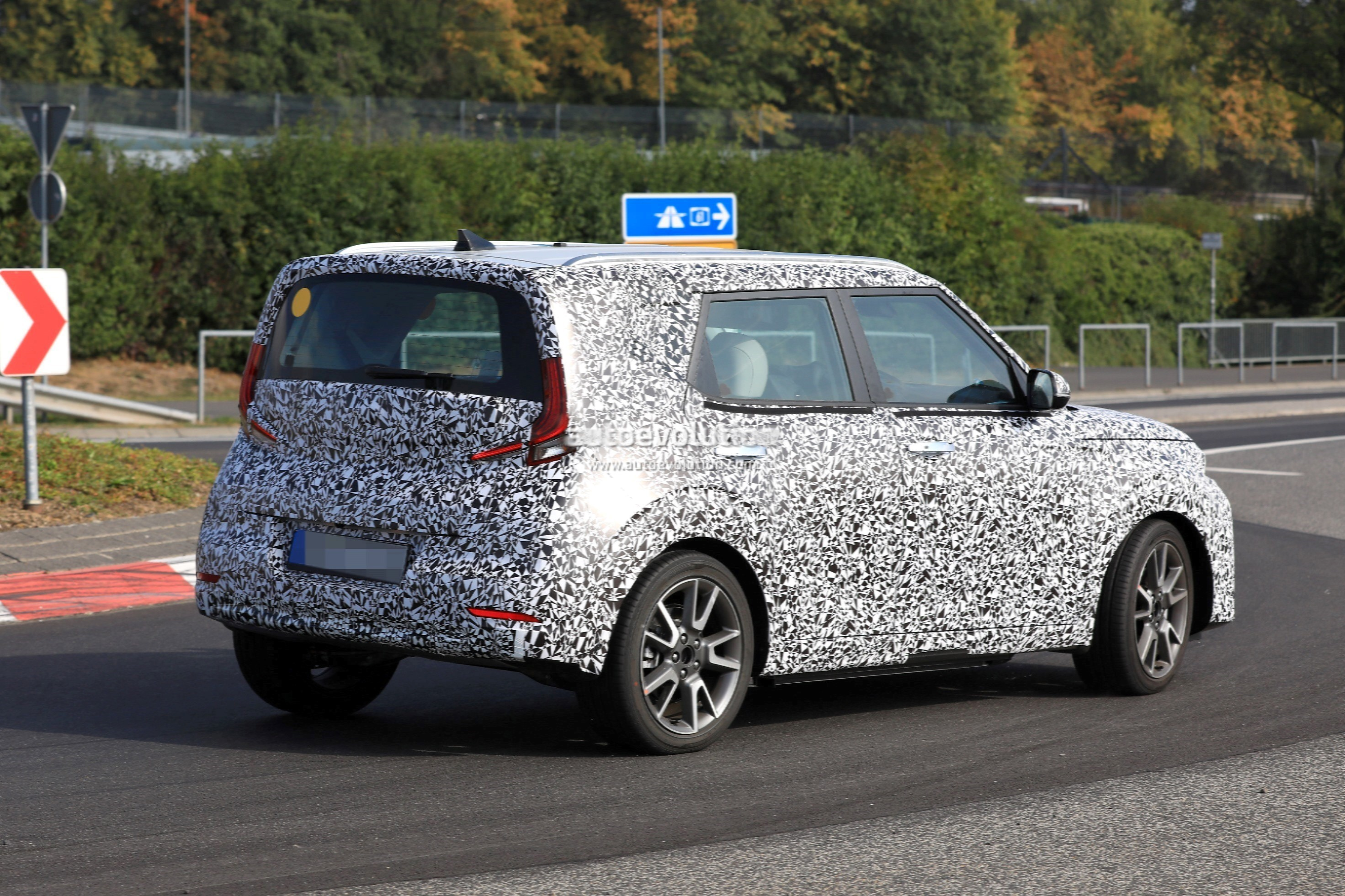 Kia Forte Hatchback >> 2020 Kia Soul EV Spied at The Nurburgring With Full-LED Headlights - autoevolution