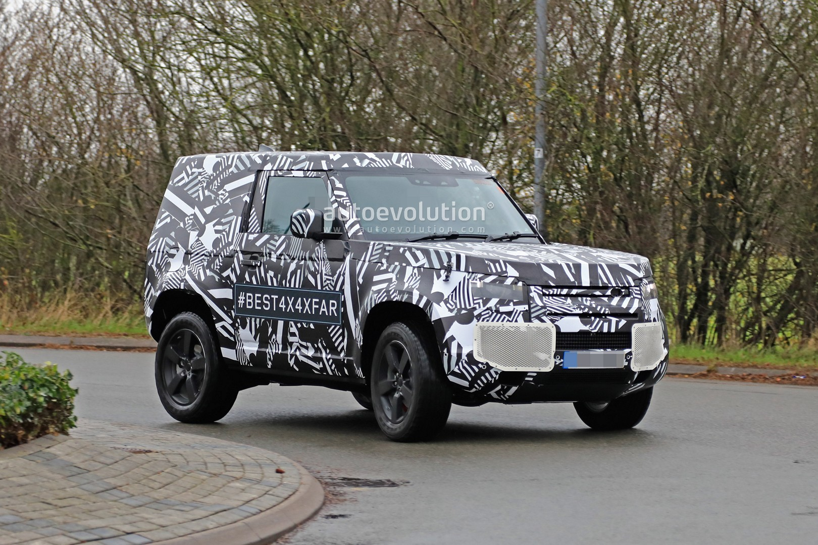 2020 Land Rover Defender 90 Has Short Wheelbase And Three Doors Autoevolution