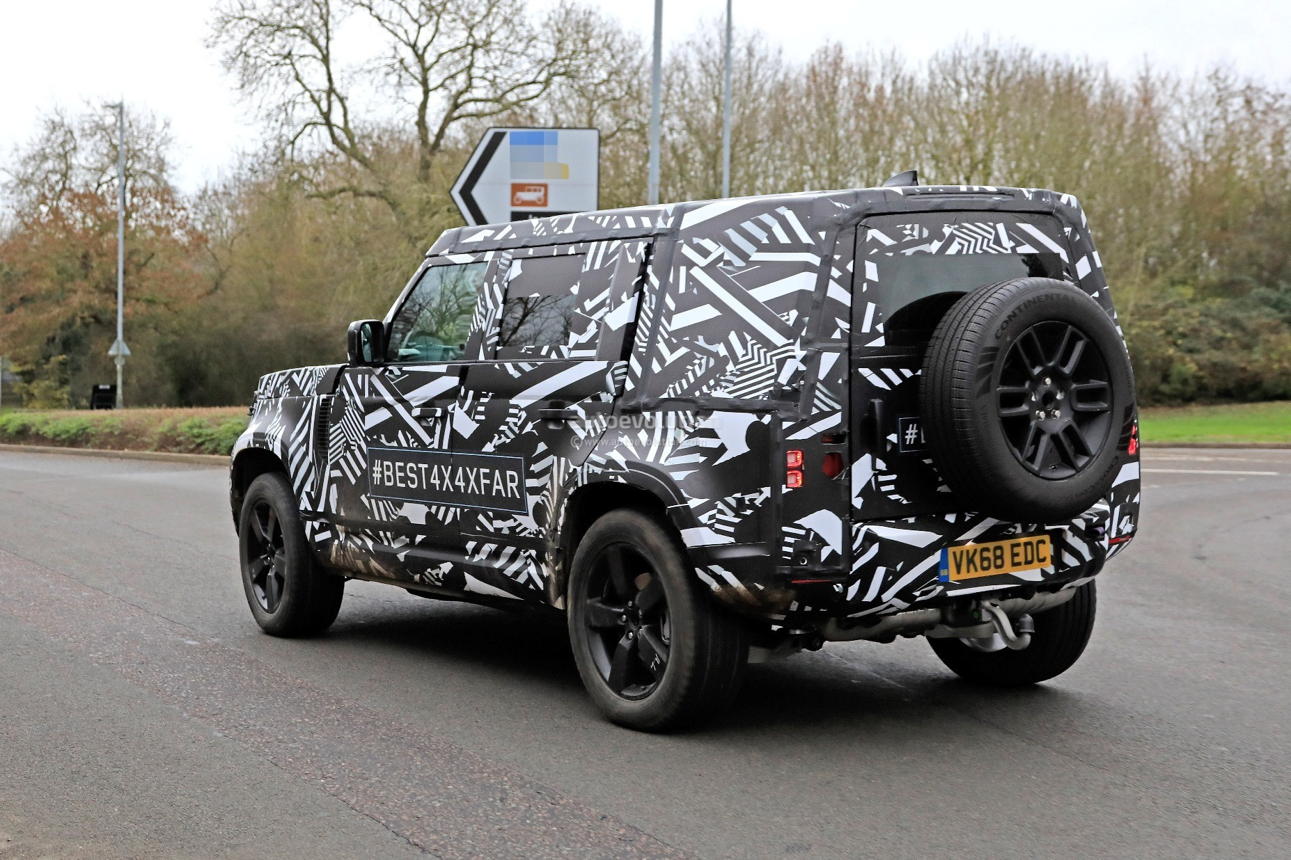 New Land Rover Infotainment System >> 2020 Land Rover Defender Spied, Transitions To Unibody Construction - autoevolution