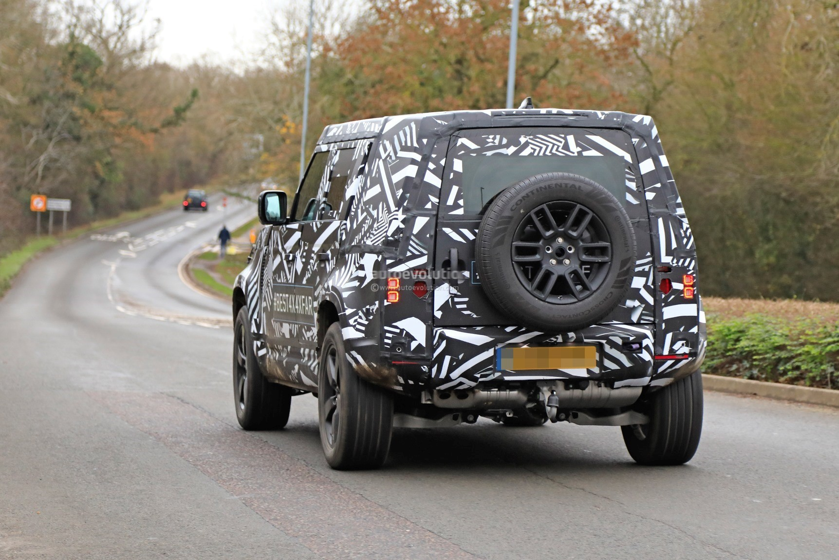 2018 Land Rover Range Rover Evoque >> 2020 Land Rover Defender Spied, Transitions To Unibody Construction - autoevolution