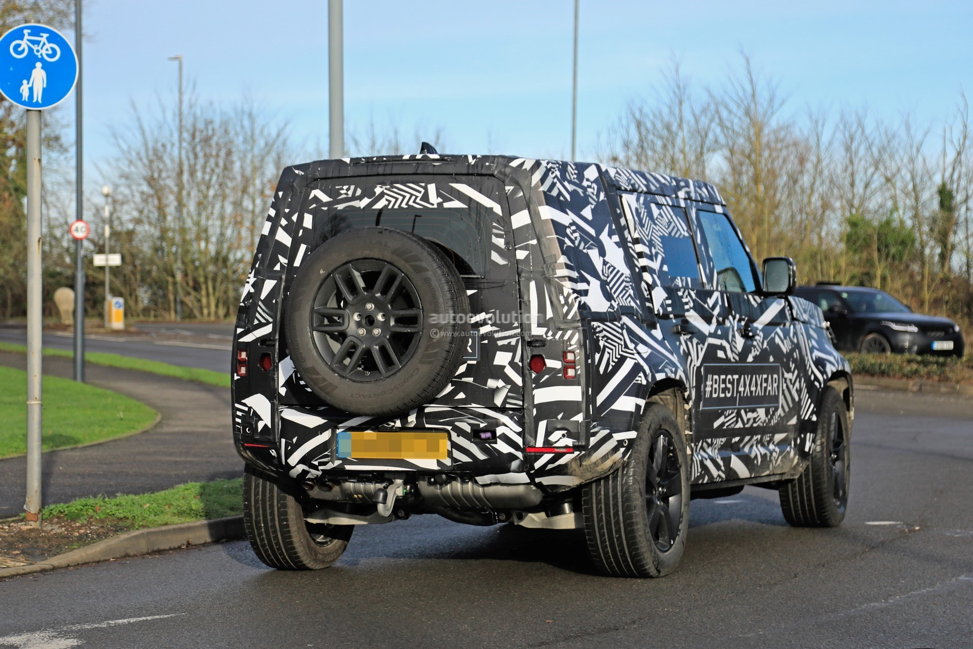 Square Body Car >> 2020 Land Rover Defender Spied, Transitions To Unibody Construction - autoevolution
