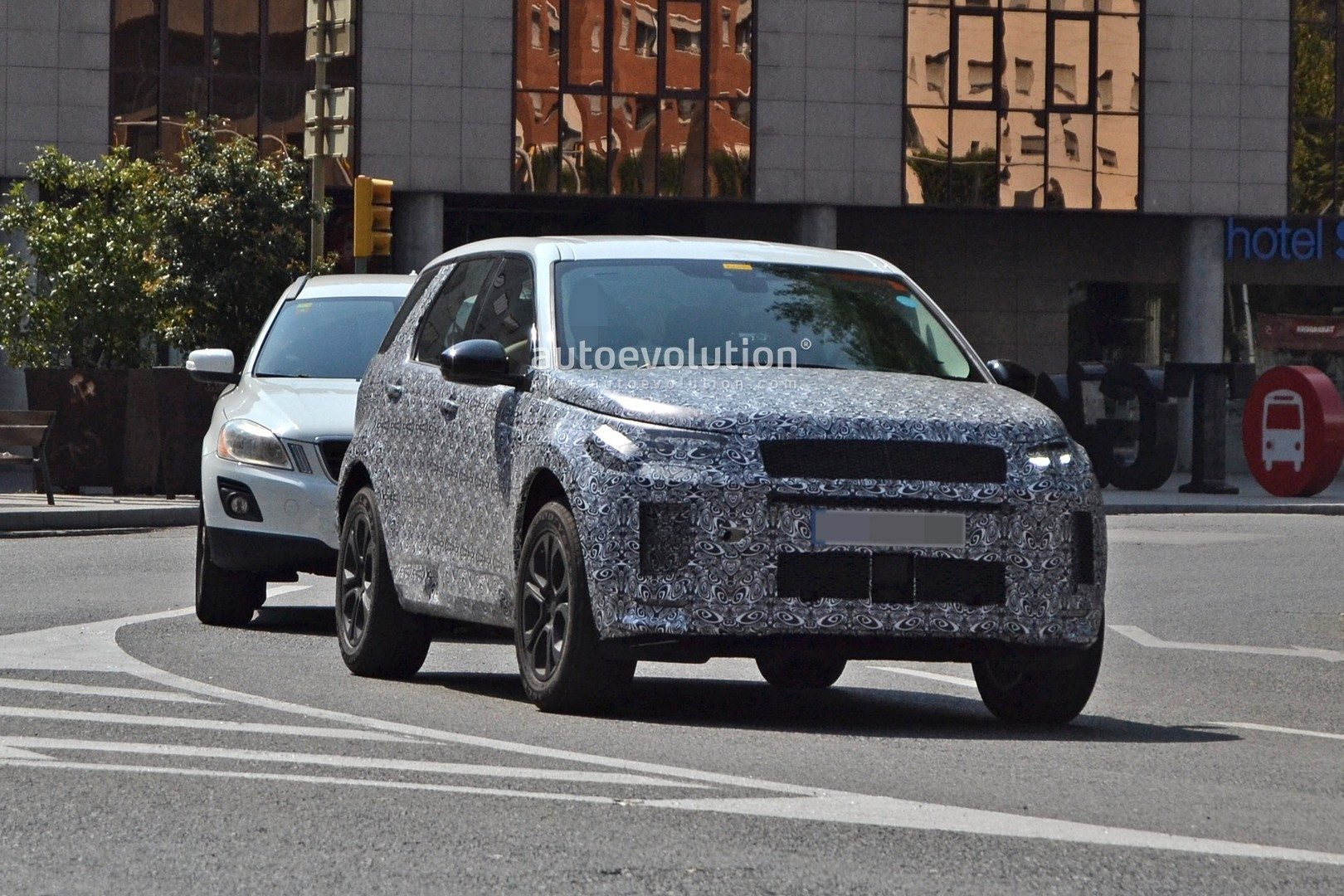 2020 Land Rover Discovery Sport Scooped With New Design ...