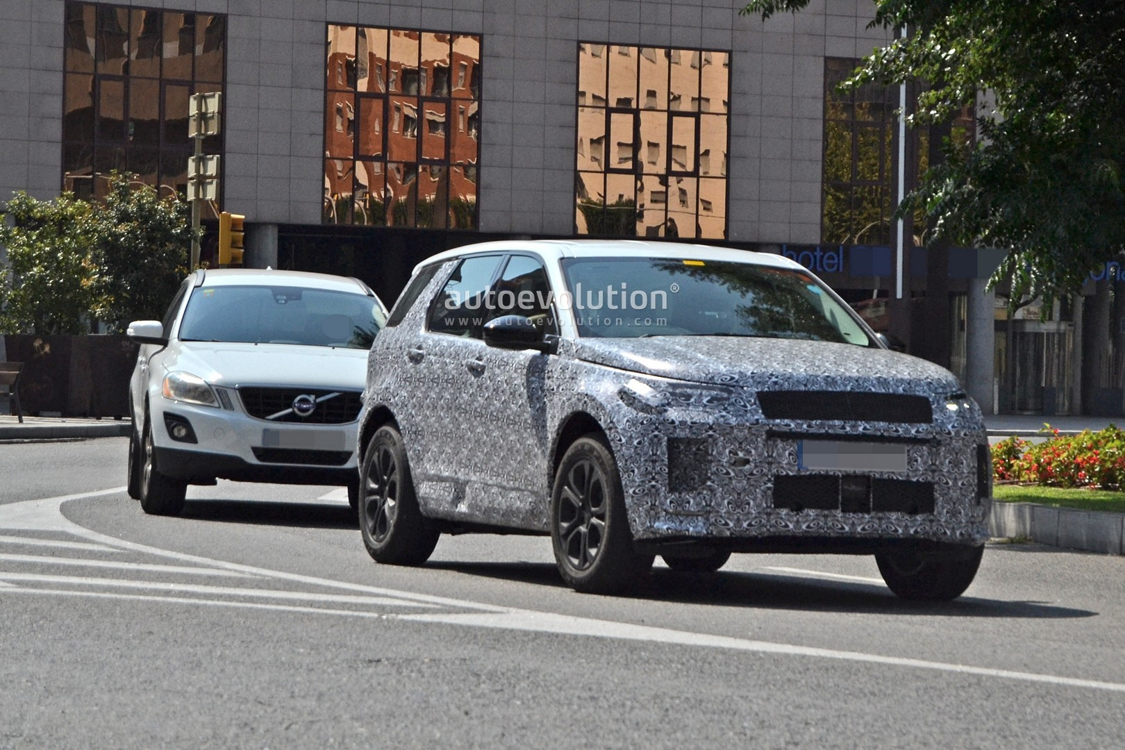 2018 Land Rover Discovery >> 2020 Land Rover Discovery Sport Scooped With New Design - autoevolution