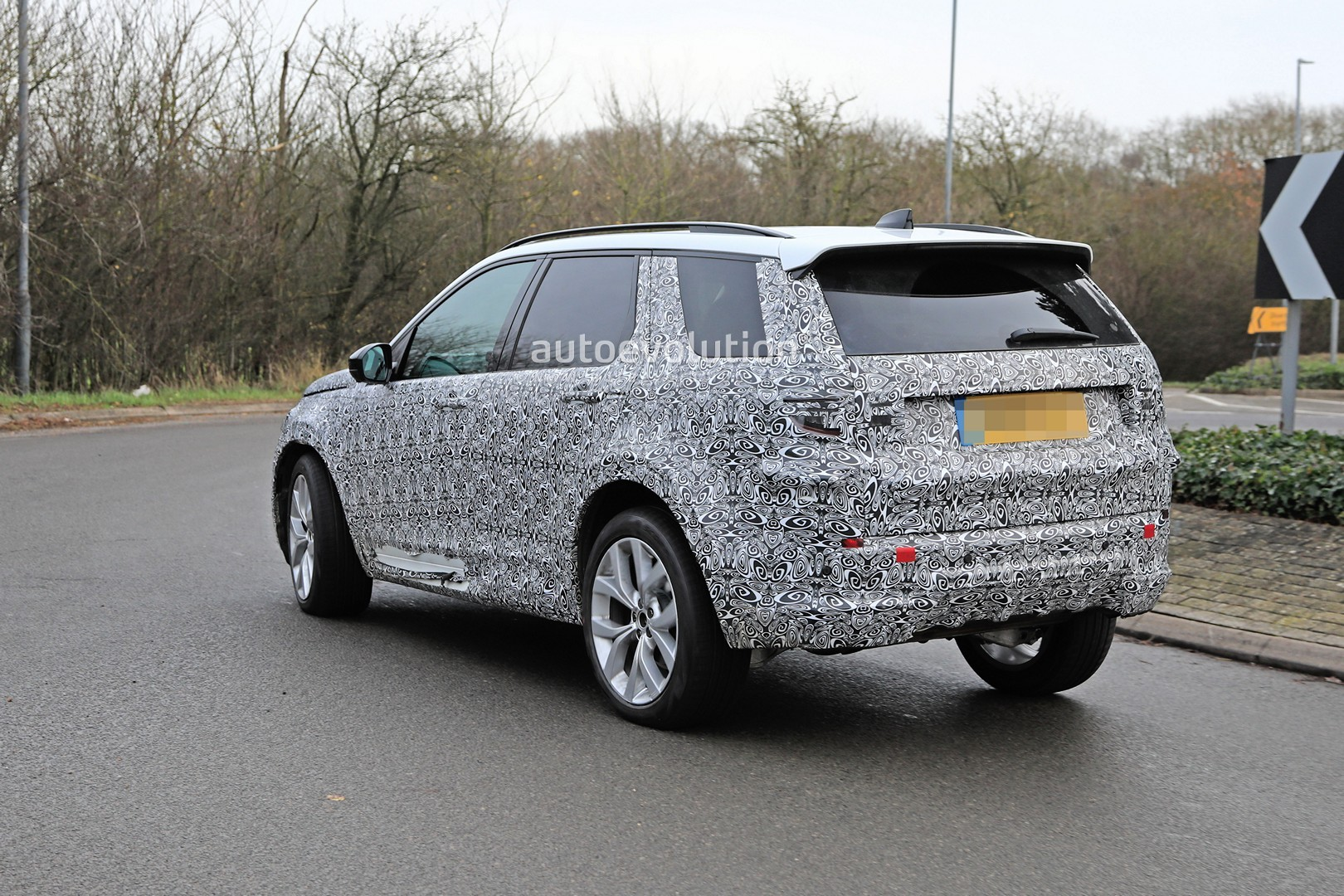 Range Rover Sport Gets Inch Vossen Cvt Wheels Video Photo Gallery likewise Superobd Skp Hand Held Key Programmer in addition Land Rover Discovery Land Rover Lr Spied Reveals More Skin likewise D Coolant Pipes Hoses Detail together with Maxresdefault. on 2017 land rover discovery sport