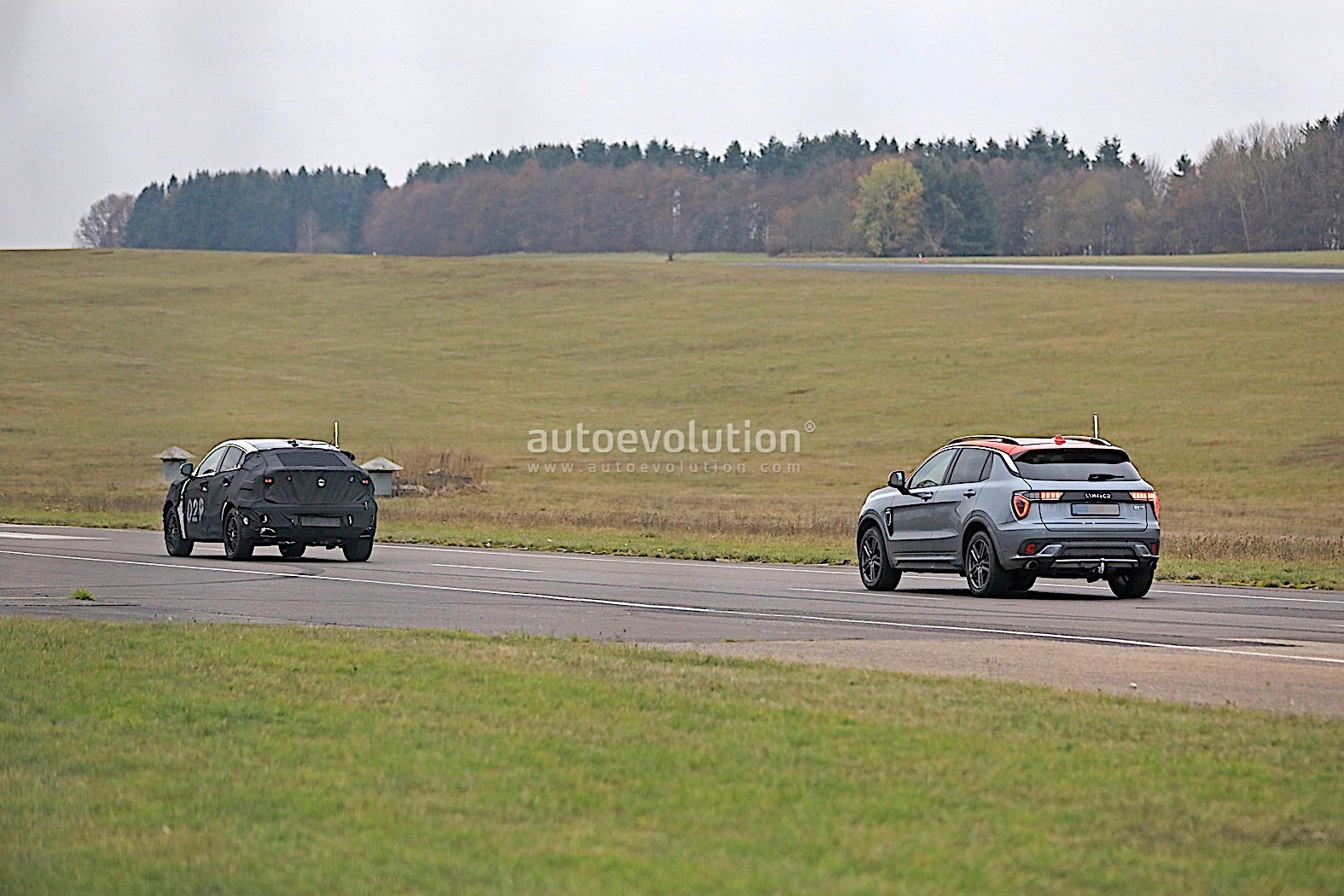 2020 lynk 01 suv coupe spied for the first time. Black Bedroom Furniture Sets. Home Design Ideas