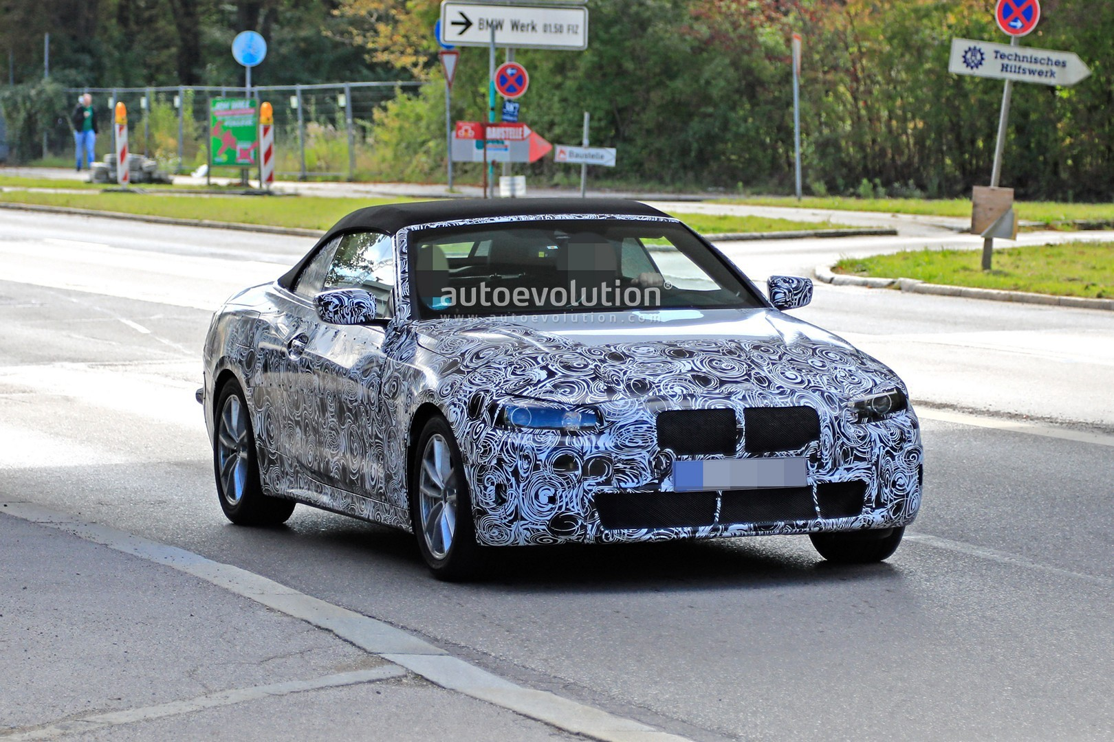 2020 - [BMW] Série 4 Coupé/Cabriolet G23-G22 - Page 2 2020-m440i-cabriolet-spied-for-the-first-time-has-big-exhausts_1