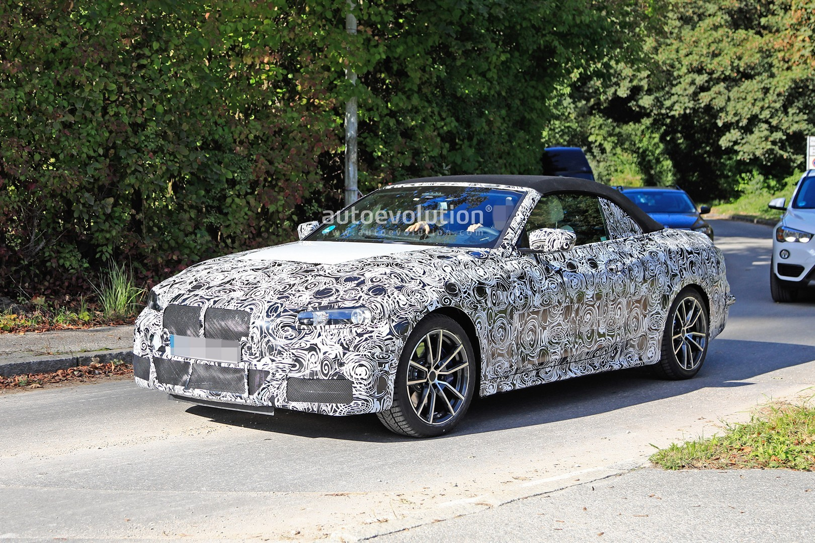 2020 - [BMW] Série 4 Coupé/Cabriolet G23-G22 - Page 2 2020-m440i-cabriolet-spied-for-the-first-time-has-big-exhausts_15