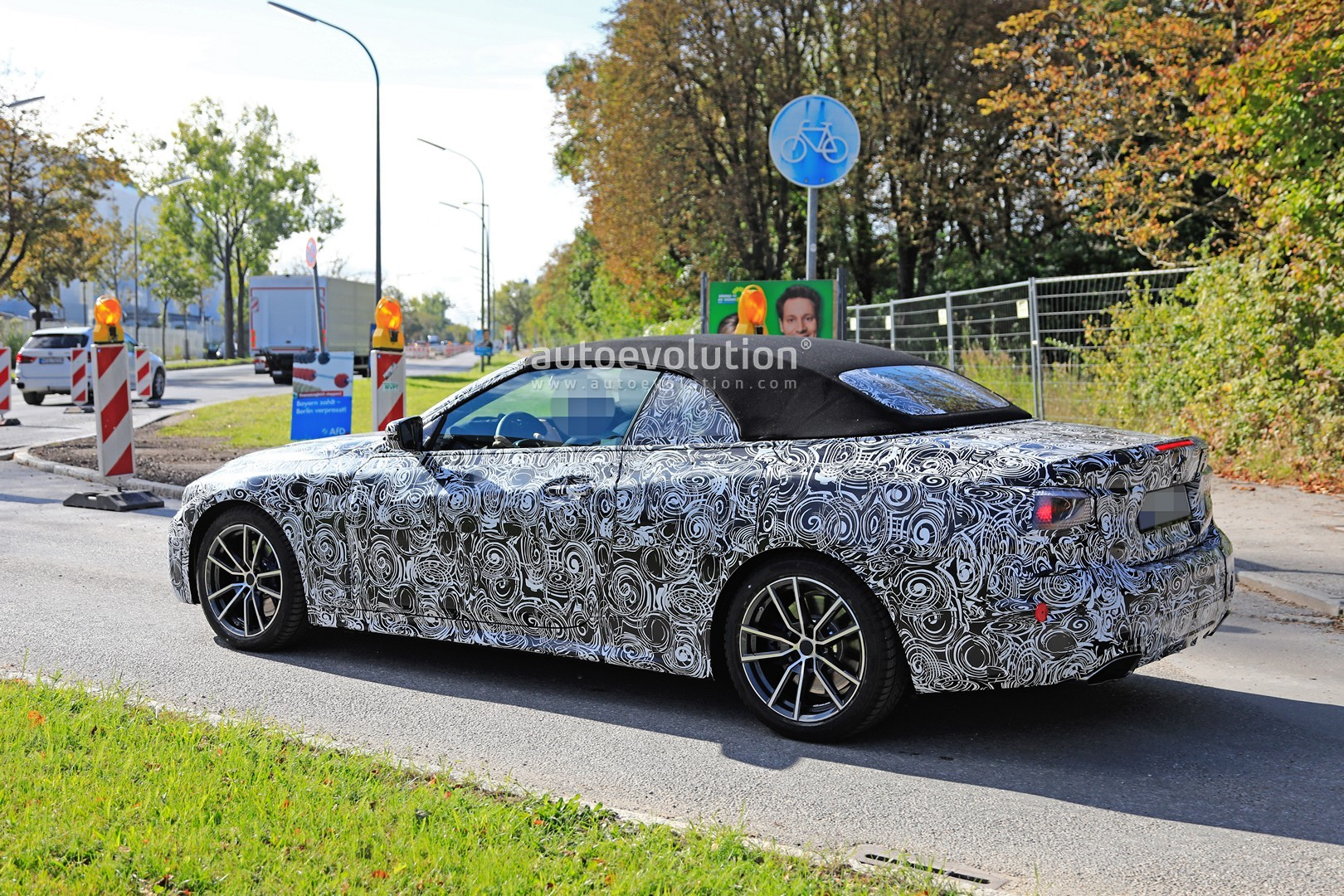 2020 - [BMW] Série 4 Coupé/Cabriolet G23-G22 - Page 2 2020-m440i-cabriolet-spied-for-the-first-time-has-big-exhausts_18
