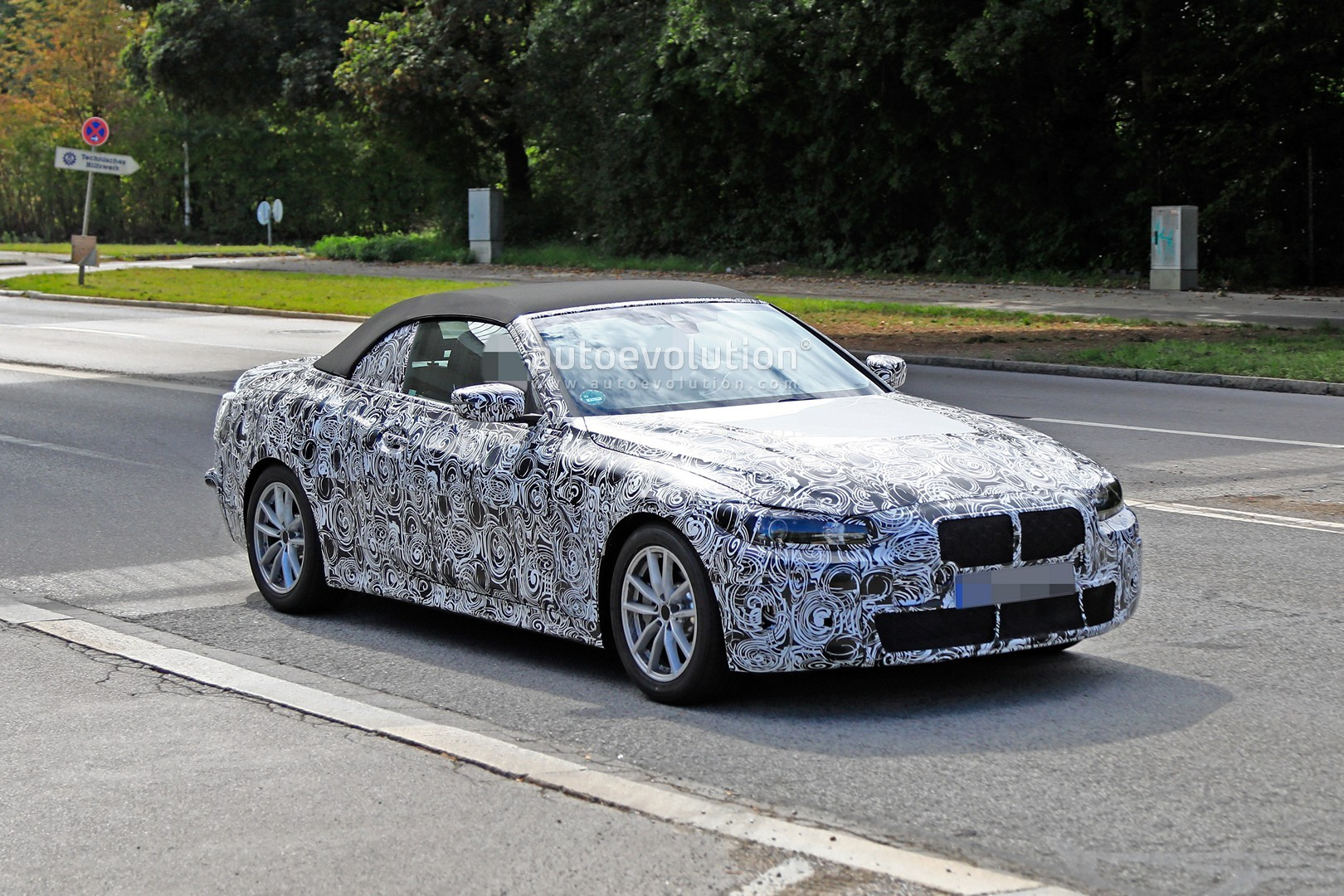 2020 - [BMW] Série 4 Coupé/Cabriolet G23-G22 - Page 2 2020-m440i-cabriolet-spied-for-the-first-time-has-big-exhausts_2