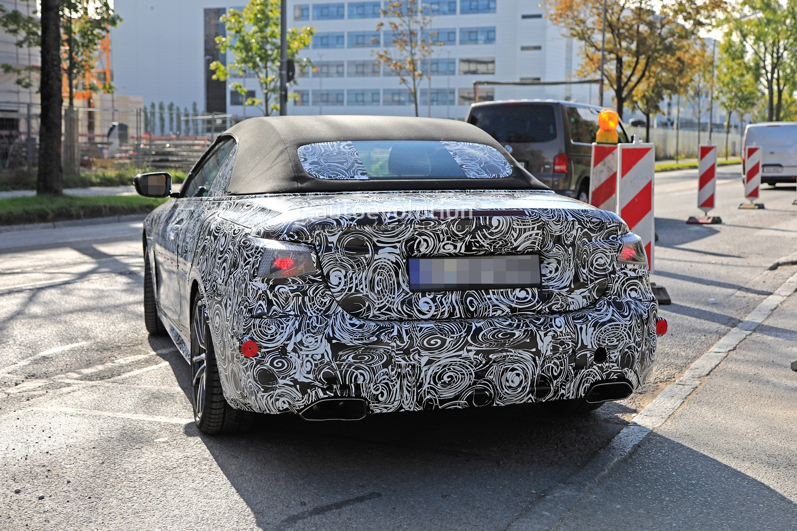 2020 - [BMW] Série 4 Coupé/Cabriolet G23-G22 - Page 2 2020-m440i-cabriolet-spied-for-the-first-time-has-big-exhausts_21