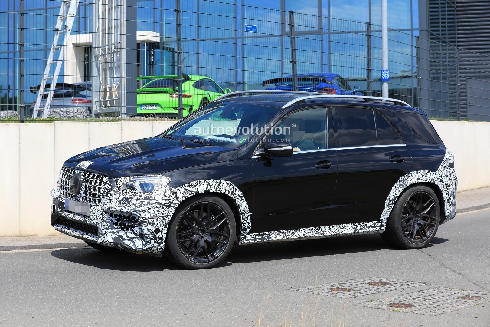 spyshots 2020 mercedes amg gle 63 looks chunky with less. Black Bedroom Furniture Sets. Home Design Ideas