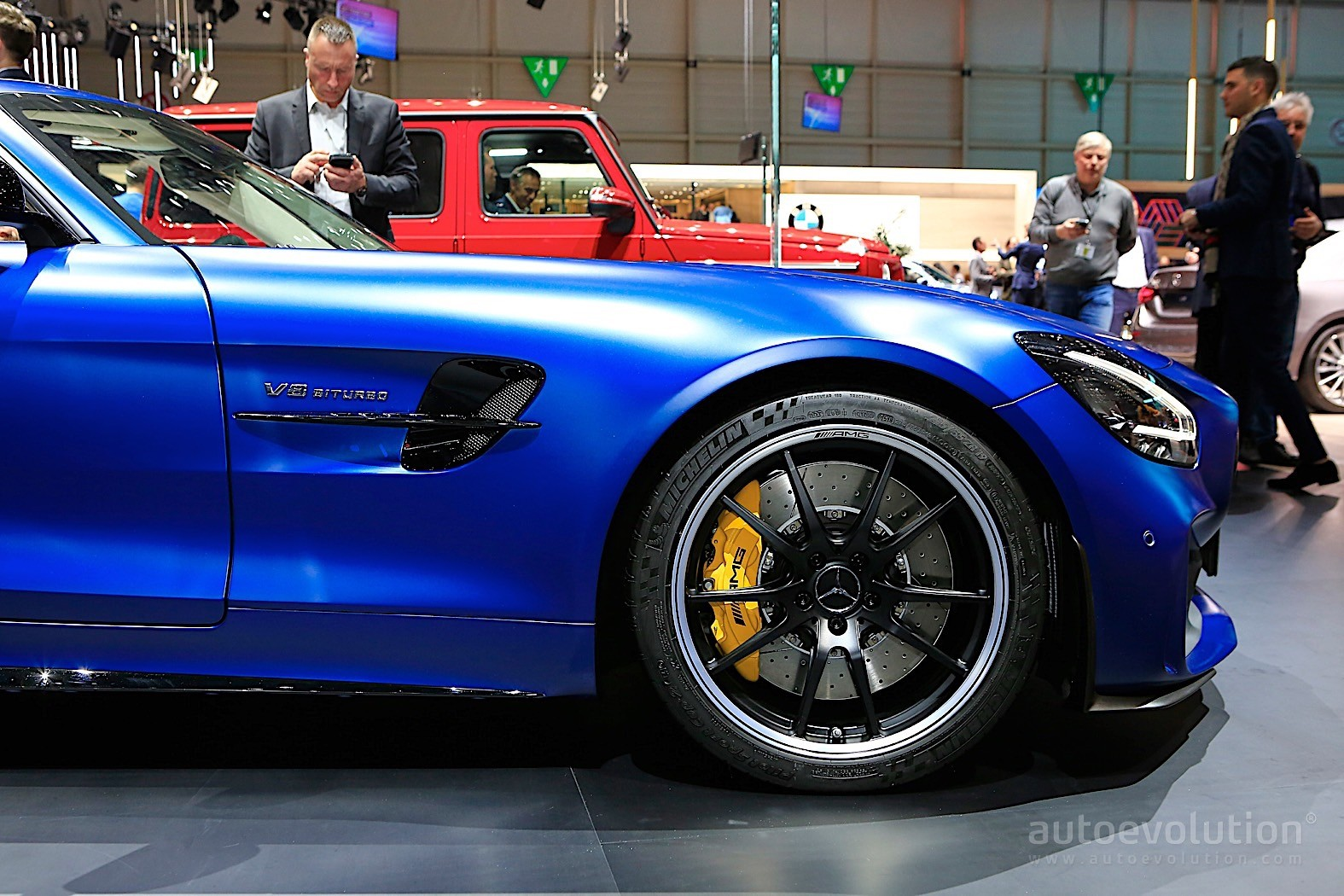 2020 mercedes amg gt r roadster looks blue in geneva autoevolution. Black Bedroom Furniture Sets. Home Design Ideas