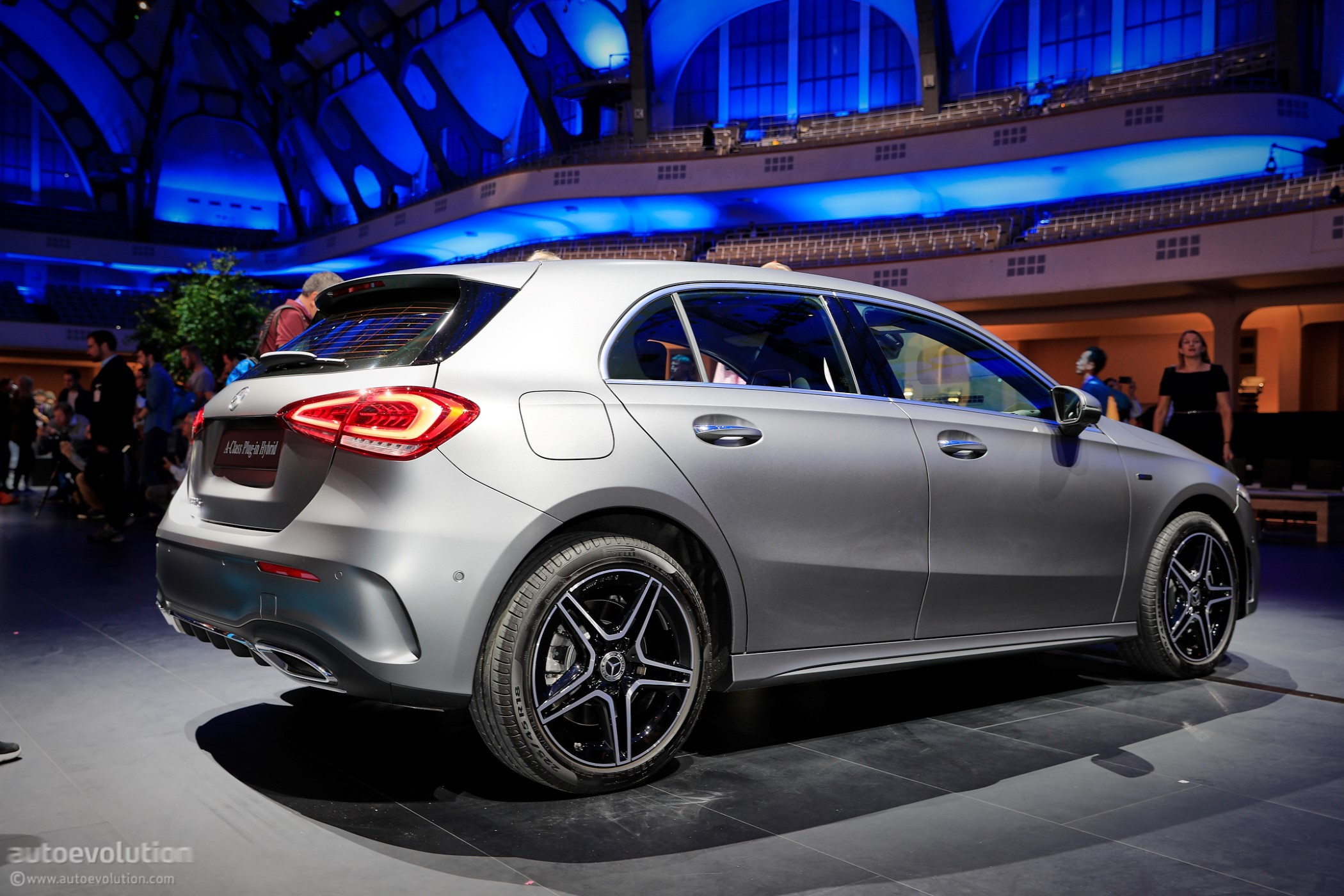 2020 mercedes-benz a 250 e plug-in hybrid hatchback packs 15 6-kwh battery