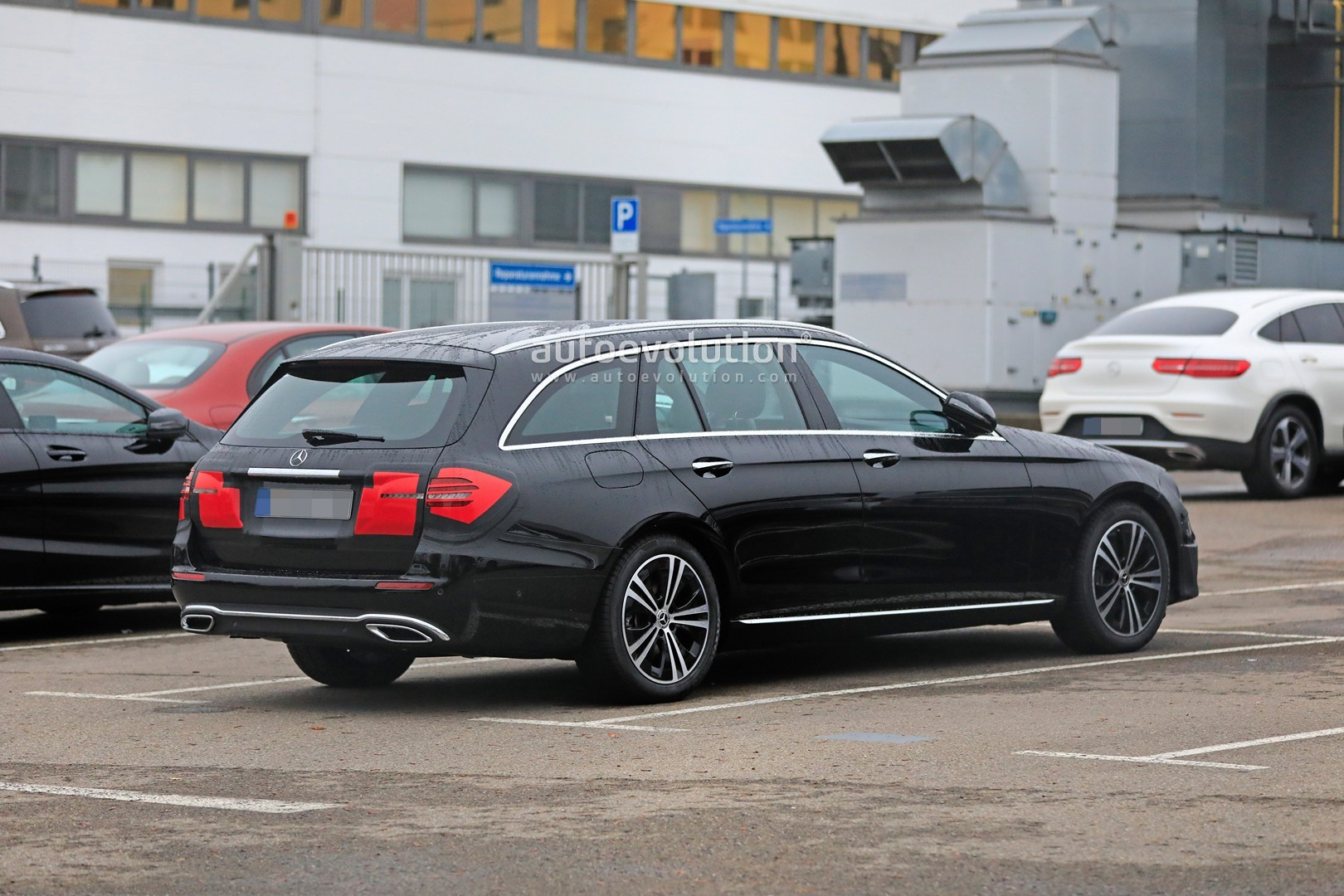 2020 - [Mercedes-Benz] Classe E restylée  2020-mercedes-e-class-spied-is-getting-a-new-face-inspided-by-cls-class_1