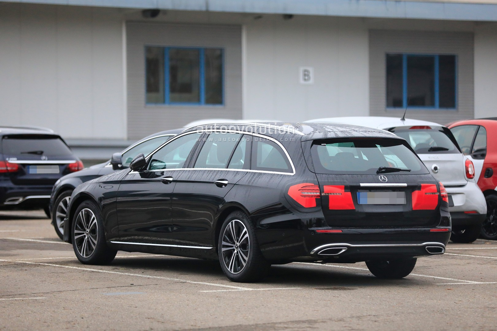 2020 - [Mercedes-Benz] Classe E restylée  2020-mercedes-e-class-spied-is-getting-a-new-face-inspided-by-cls-class_4