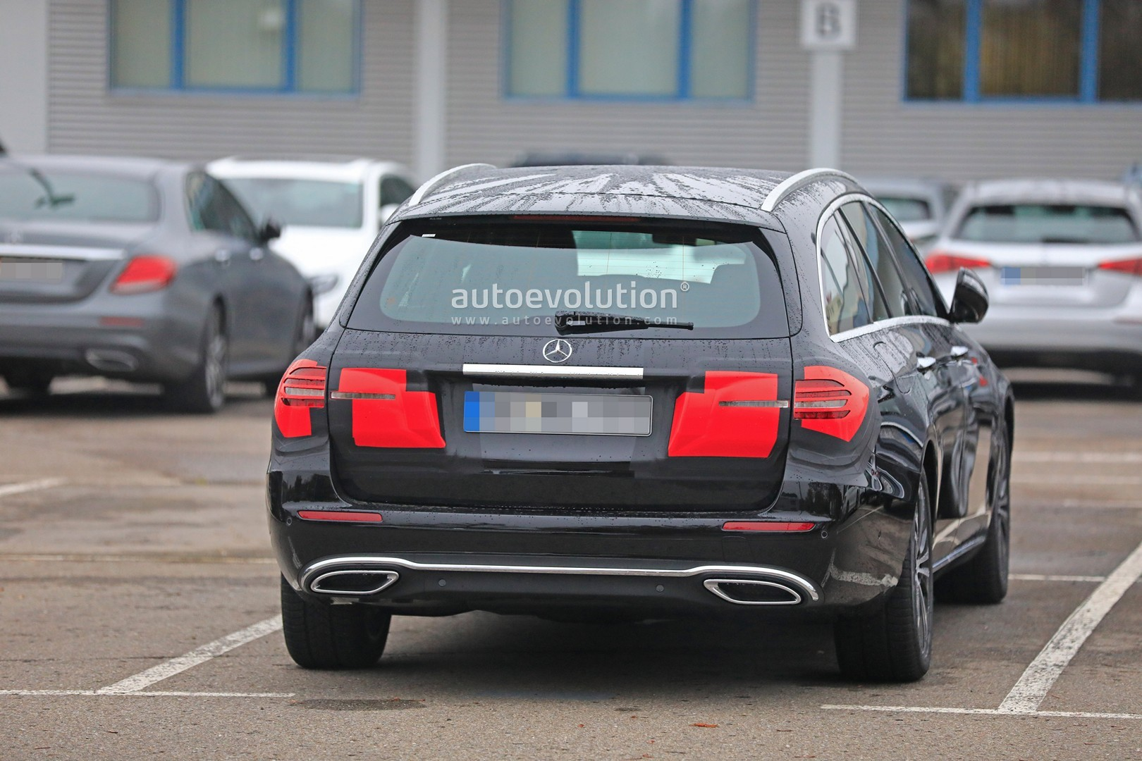 2020 - [Mercedes-Benz] Classe E restylée  2020-mercedes-e-class-spied-is-getting-a-new-face-inspided-by-cls-class_7