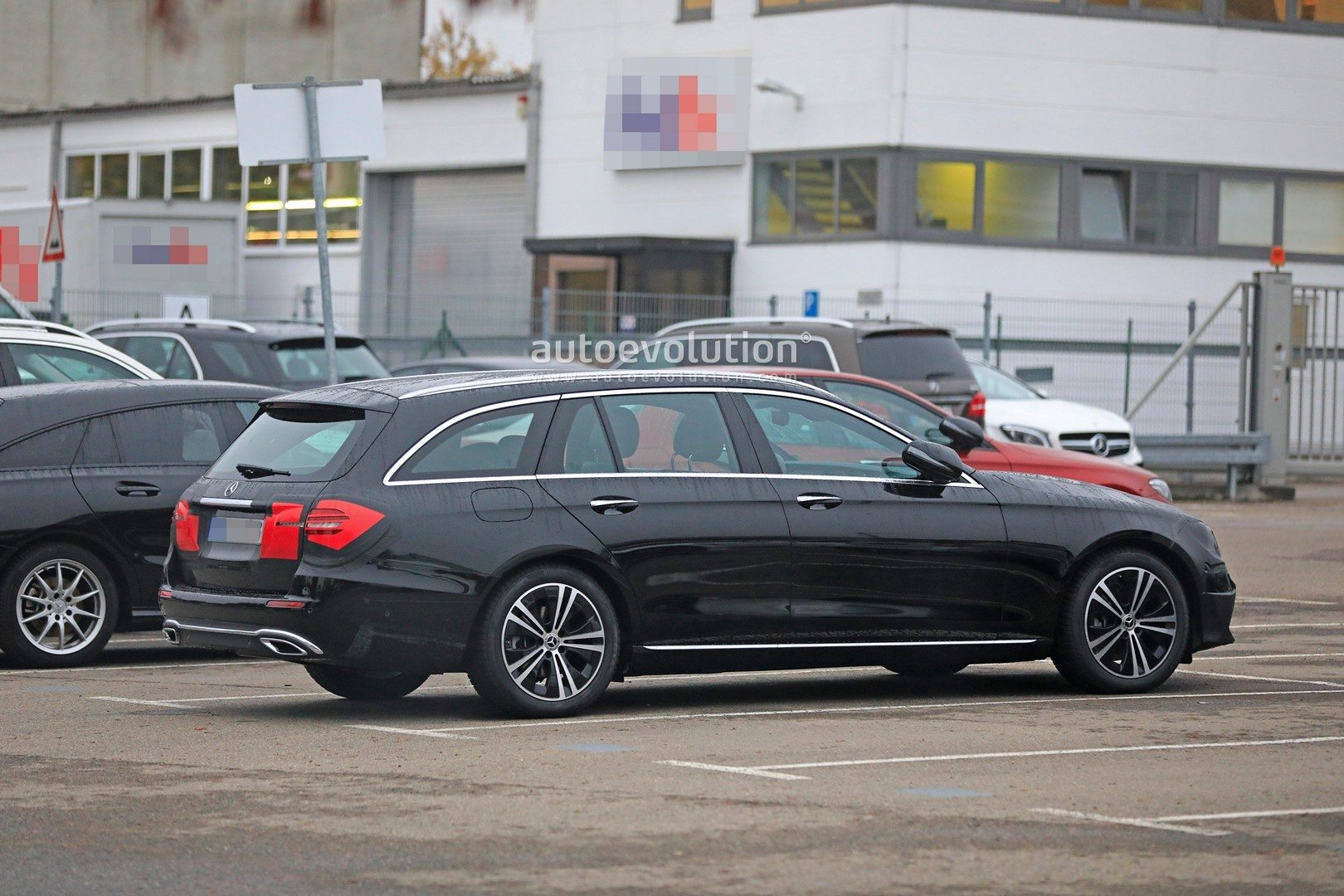 2020 - [Mercedes-Benz] Classe E restylée  2020-mercedes-e-class-spied-is-getting-a-new-face-inspided-by-cls-class_8