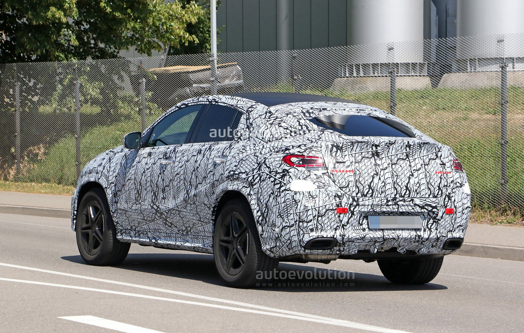 Gle 63s Amg >> 2020 Mercedes GLE Coupe Spied Up Close With AMG Line Kit - autoevolution