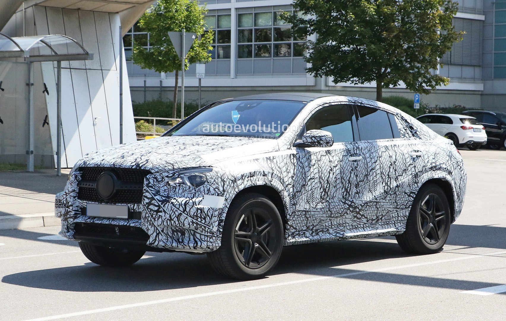 2020 mercedes gle coupe spied up close with amg line kit autoevolution. Black Bedroom Furniture Sets. Home Design Ideas
