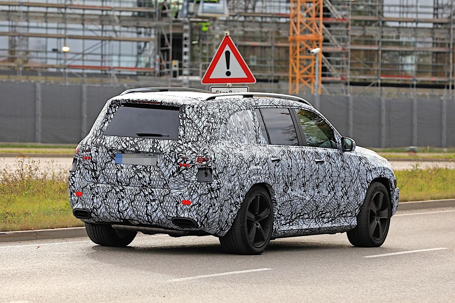 2020 Mercedes-Maybach GLS Meets Mercedes-Benz GLS in Rare Spyshots - autoevolution