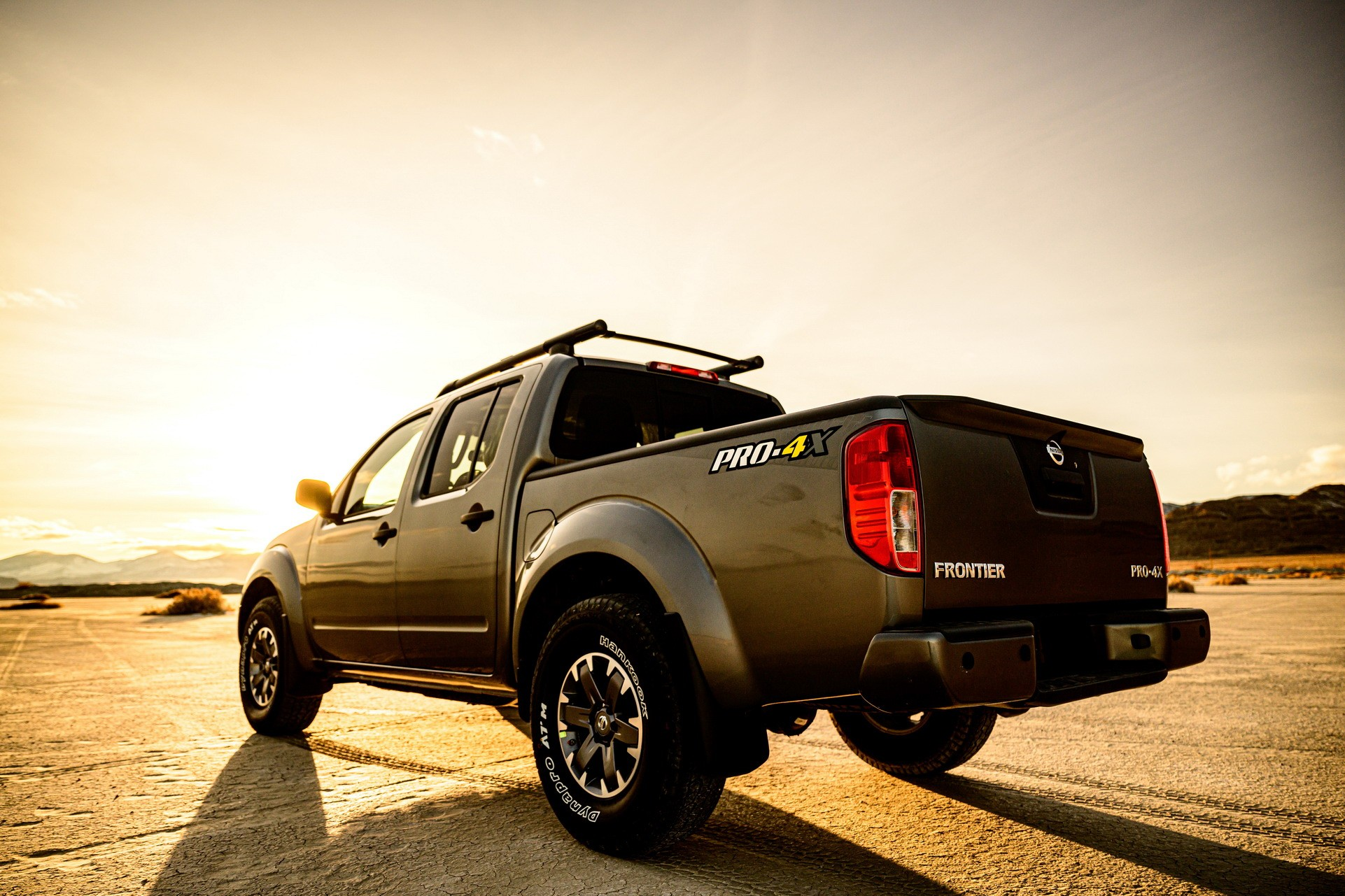 2020 nissan frontier previews 2021 model, features new