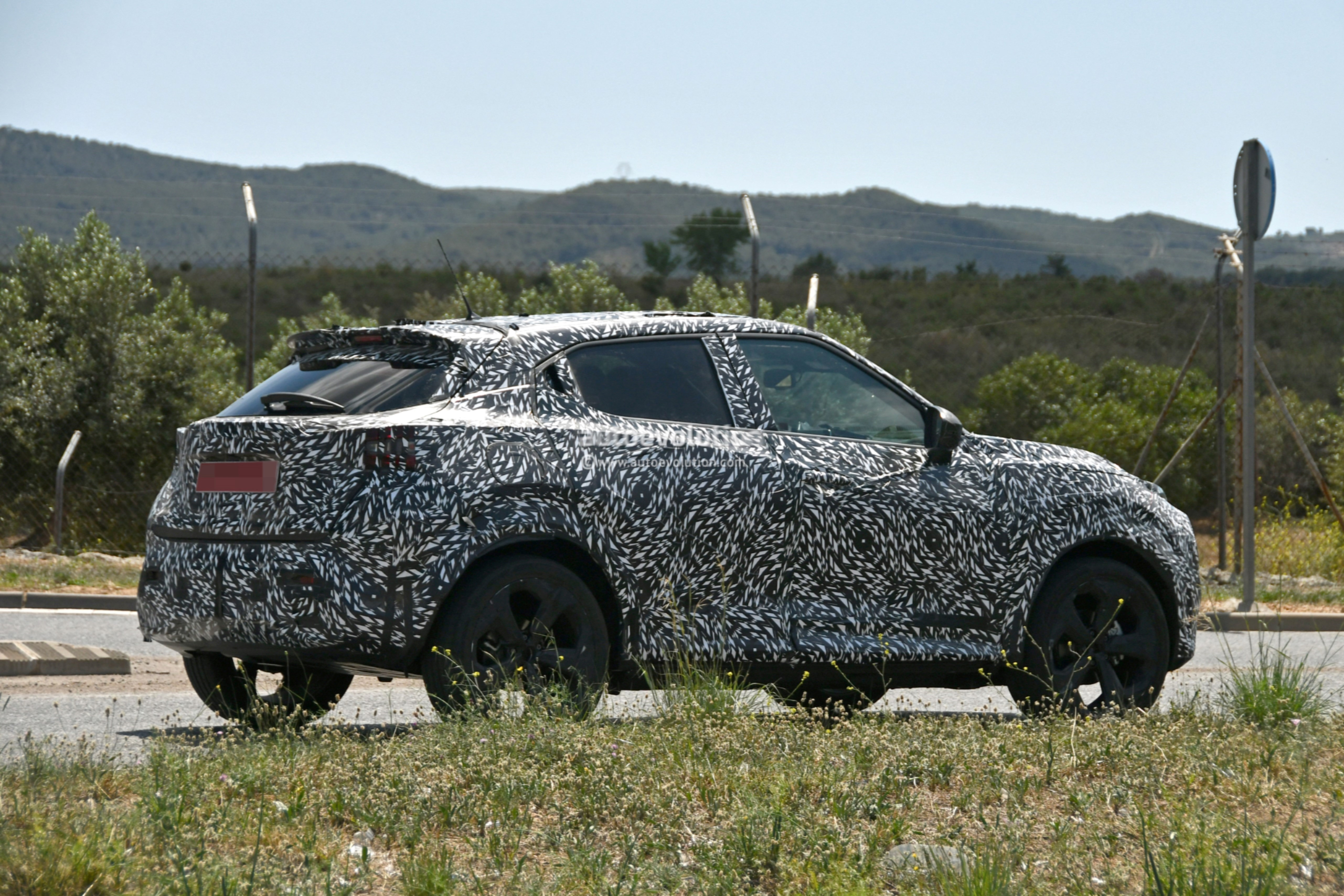 2020 Nissan Juke Spied With Sharper Exterior Transitions To