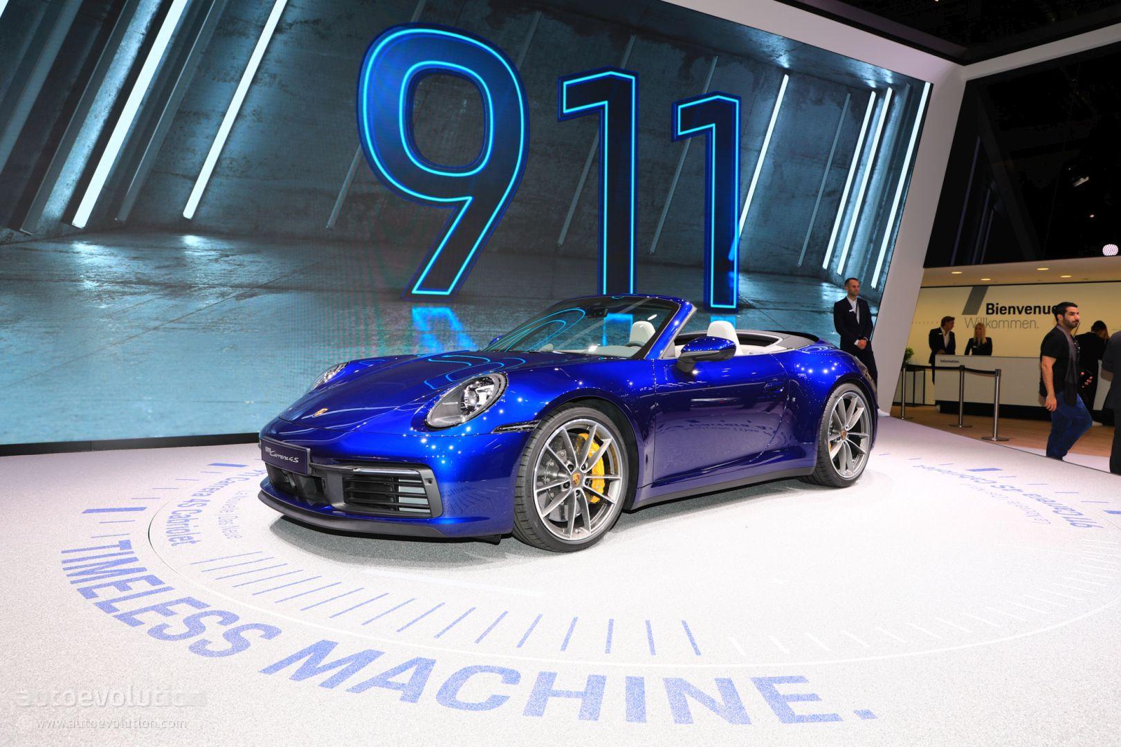 Gentian Blue 2020 Porsche 911 Cabriolet Looks Retro In Real World Photo Autoevolution