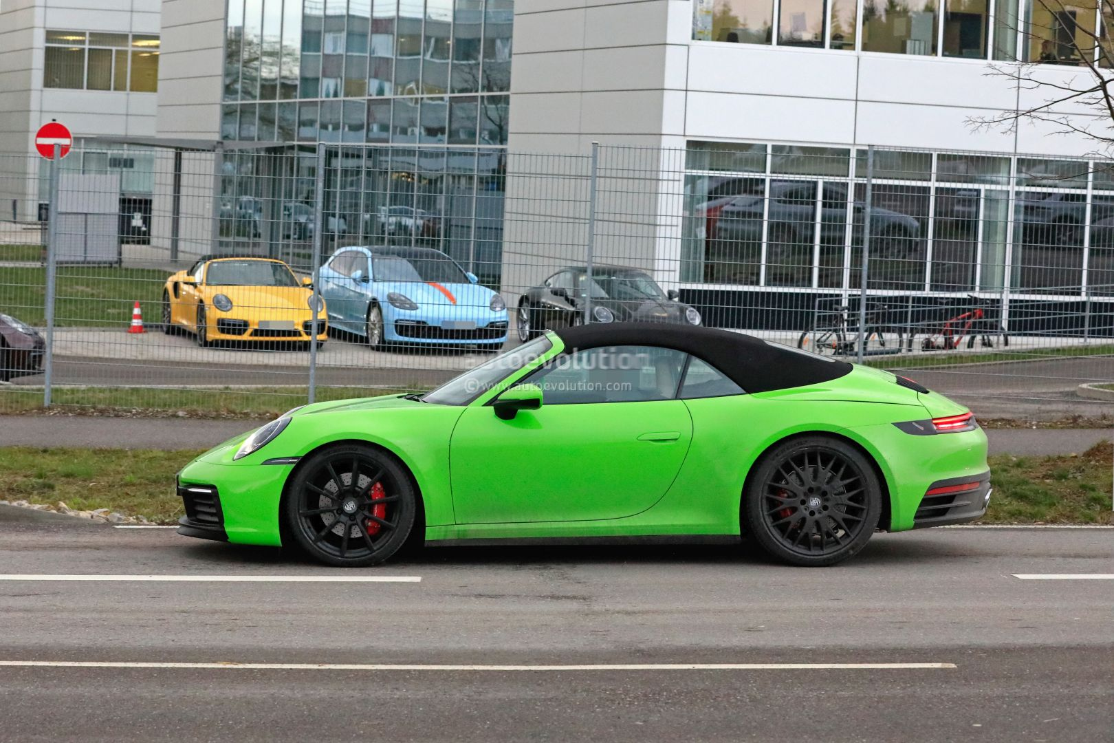 2020 Porsche 911 Cabriolet Shows New Roof Gt3 Cabriolet
